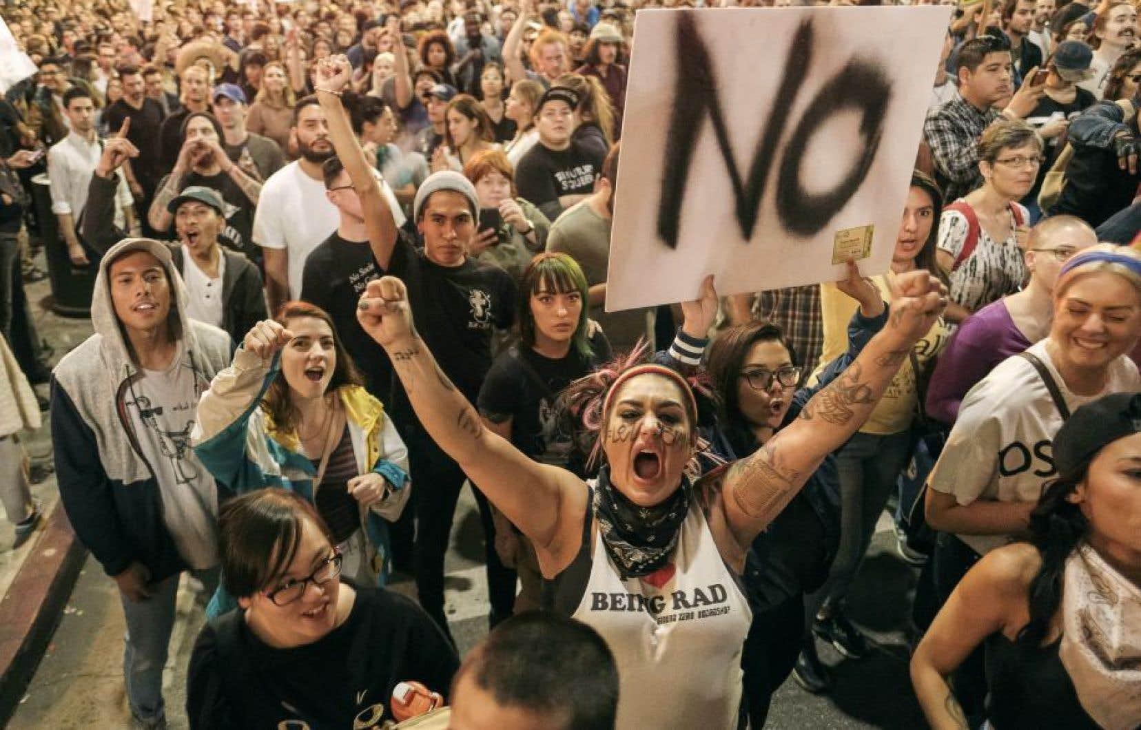 De nombreux étudiants américains sont descendus dans les rues pour manifester leur mécontentement le lendemain de l'élection de Donald Trump.