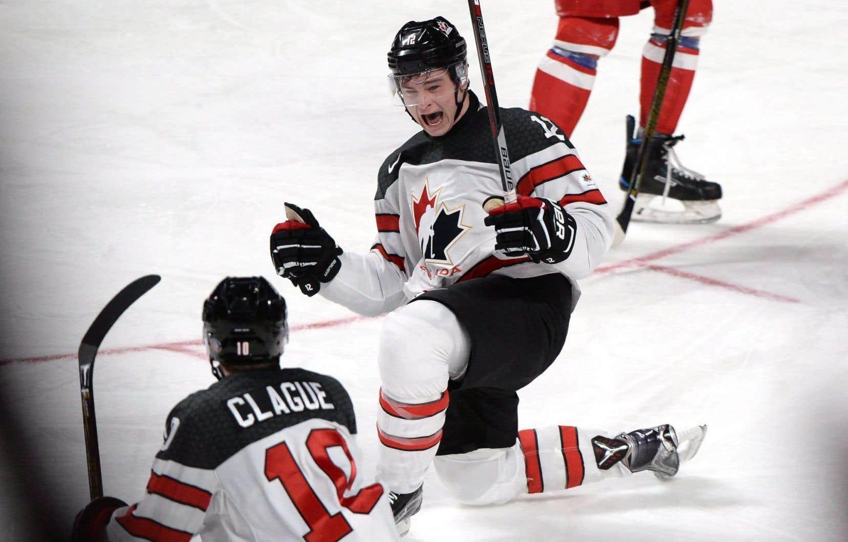 Le Montréalais Julien Gauthier a donné deux buts de priorité au Canada en début de troisième période.
