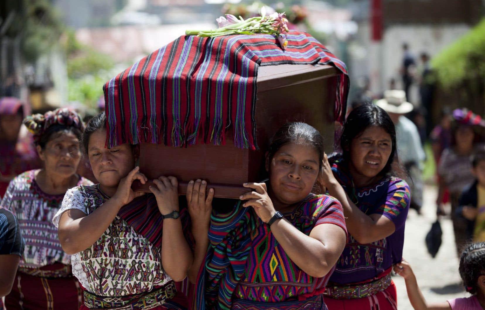 «Outre la violence extrême, le [Guatemala] connaît des indicateurs sociaux très bas en matière de nutrition, de pauvreté, de santé et d'éducation», relève Marie-Dominik Langlois.
