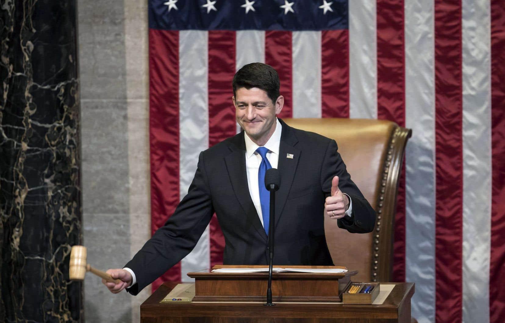 Le président républicain de la Chambre des représentants, Paul Ryan, a été réélu à son poste, confirmant sa position d'homme fort du Congrès.