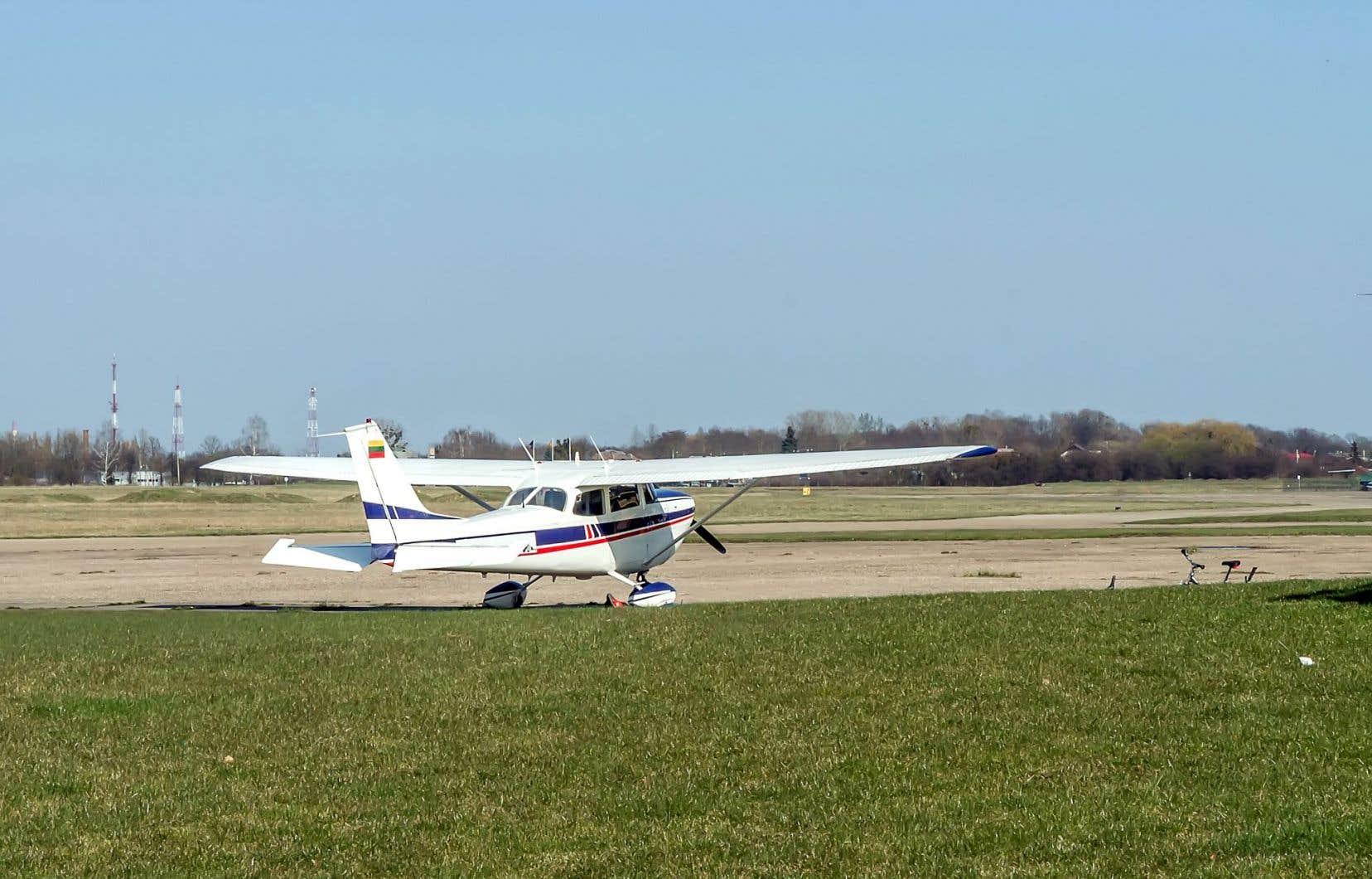 En 2011, les propriétaires d'une terre à Pintendre ont commencé à faire des tests pour accueillir une école de parachutisme.