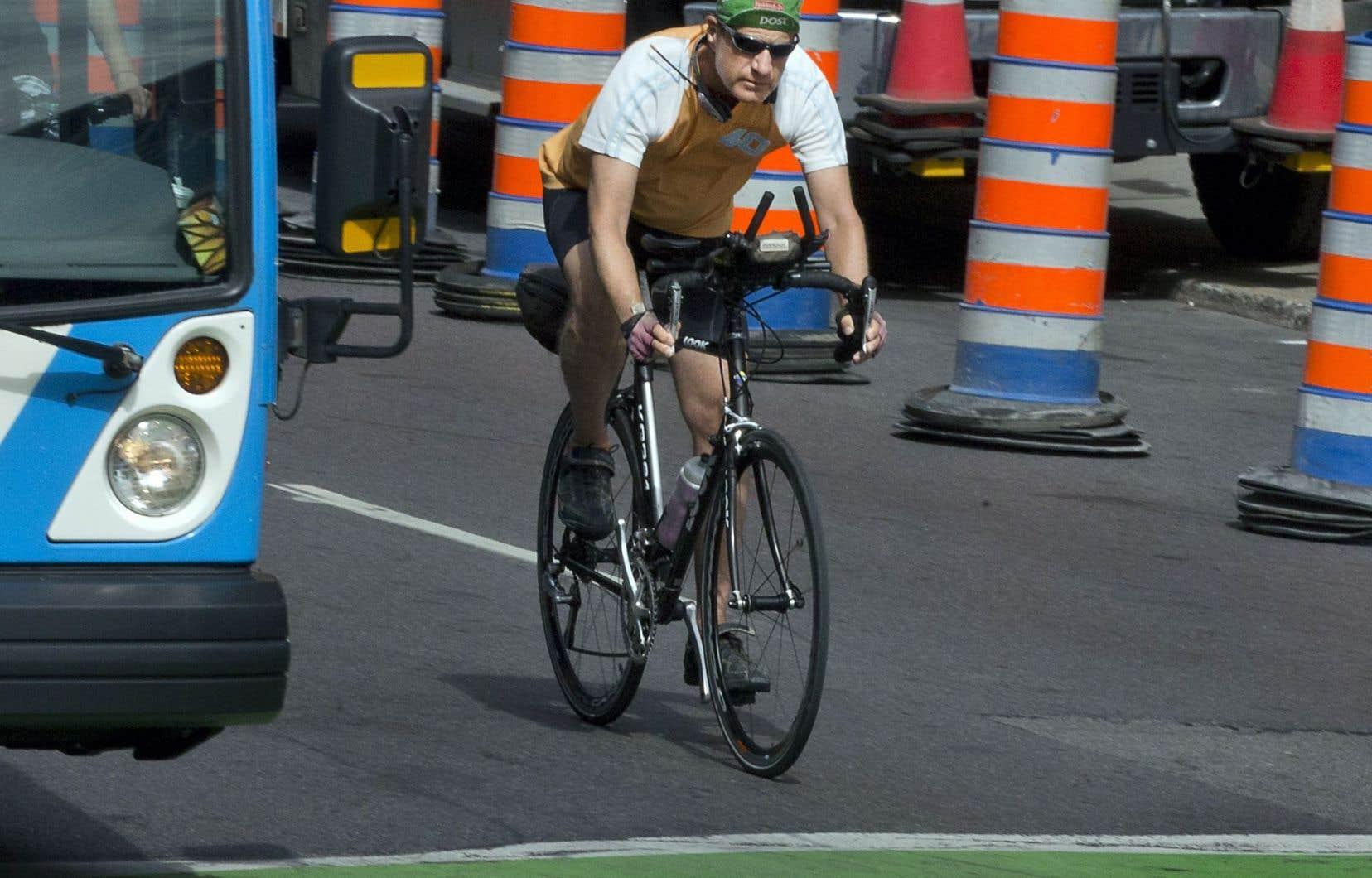 Les cyclistes qui circulent en ville sont particulièrement vulnérables. L'organisme Vélo Québec veut présenter différentes mesures qui pourraient améliorer la sécurité des personnes qui se déplacent à vélo.