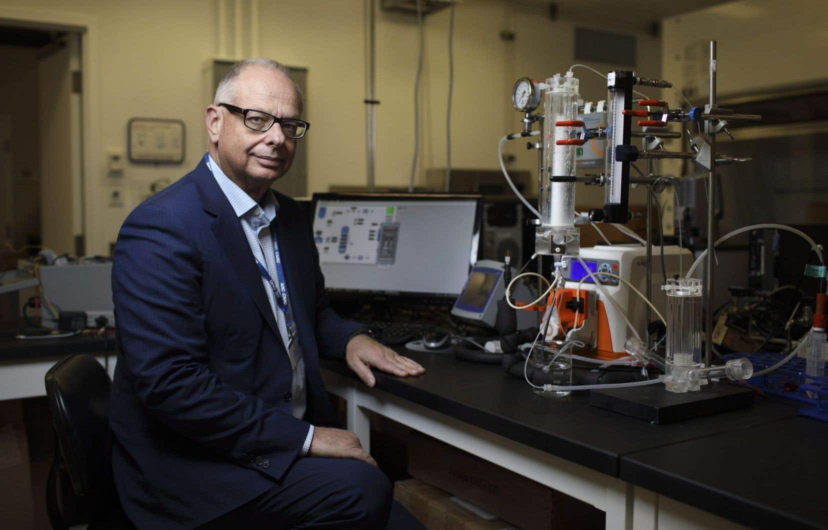 Le directeur de Ingenuity Lab Carlo Montemagno a conçu une nouvelle manière de capter le CO2 provenant des émissions de gaz du secteur industriel.