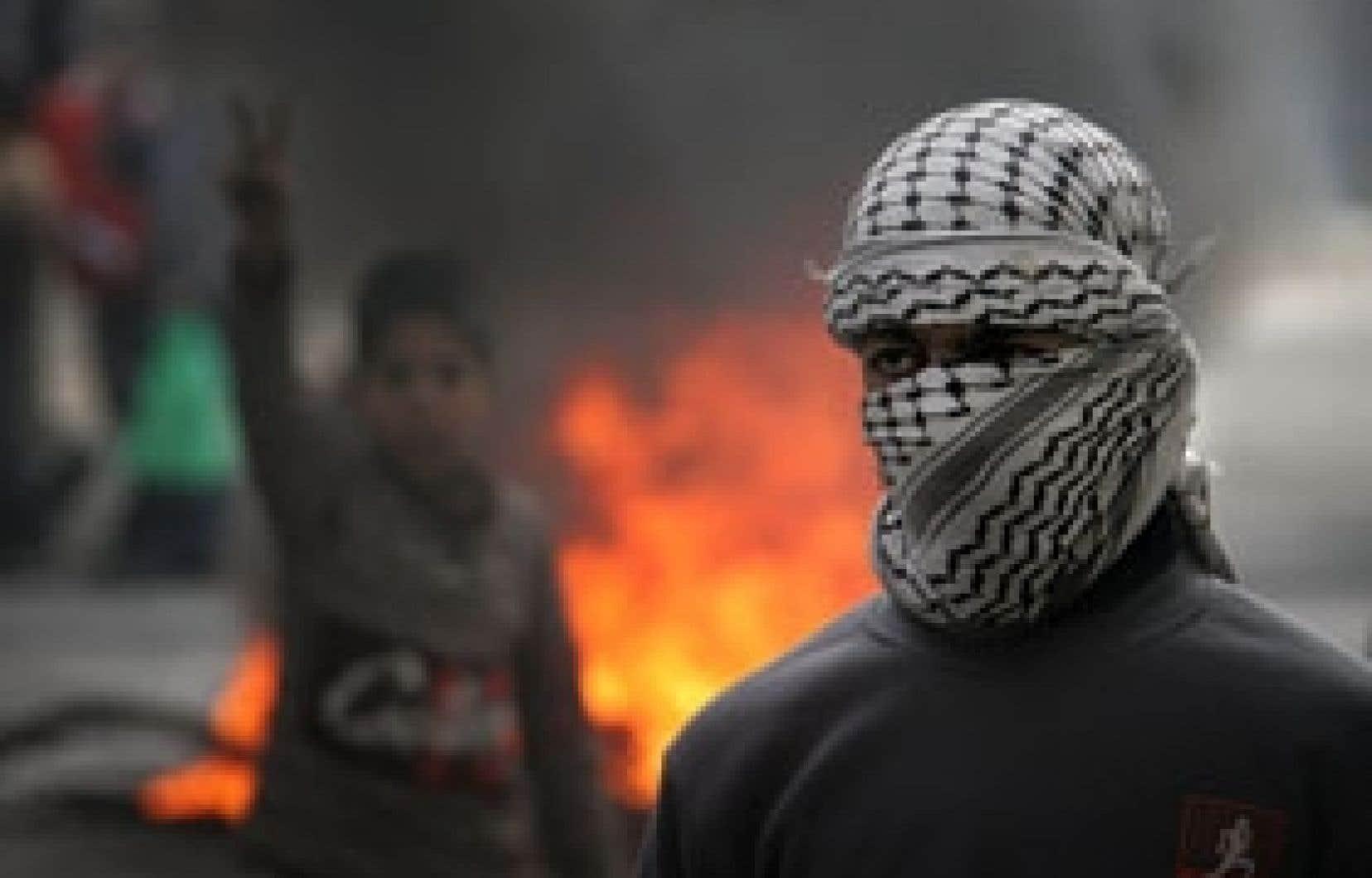 Des milliers de Palestiniens ont manifesté leur colère contre les attaques israéliennes en Cisjordanie hier.