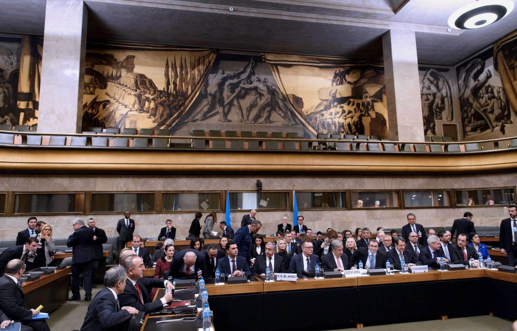 <p>Cette Conférence <em>«historique»</em>a été convoquée à l'issue de trois jours d'intenses négociations entre les dirigeants des deux communautés chypriotes sous l'égide de l'ONU.</p>