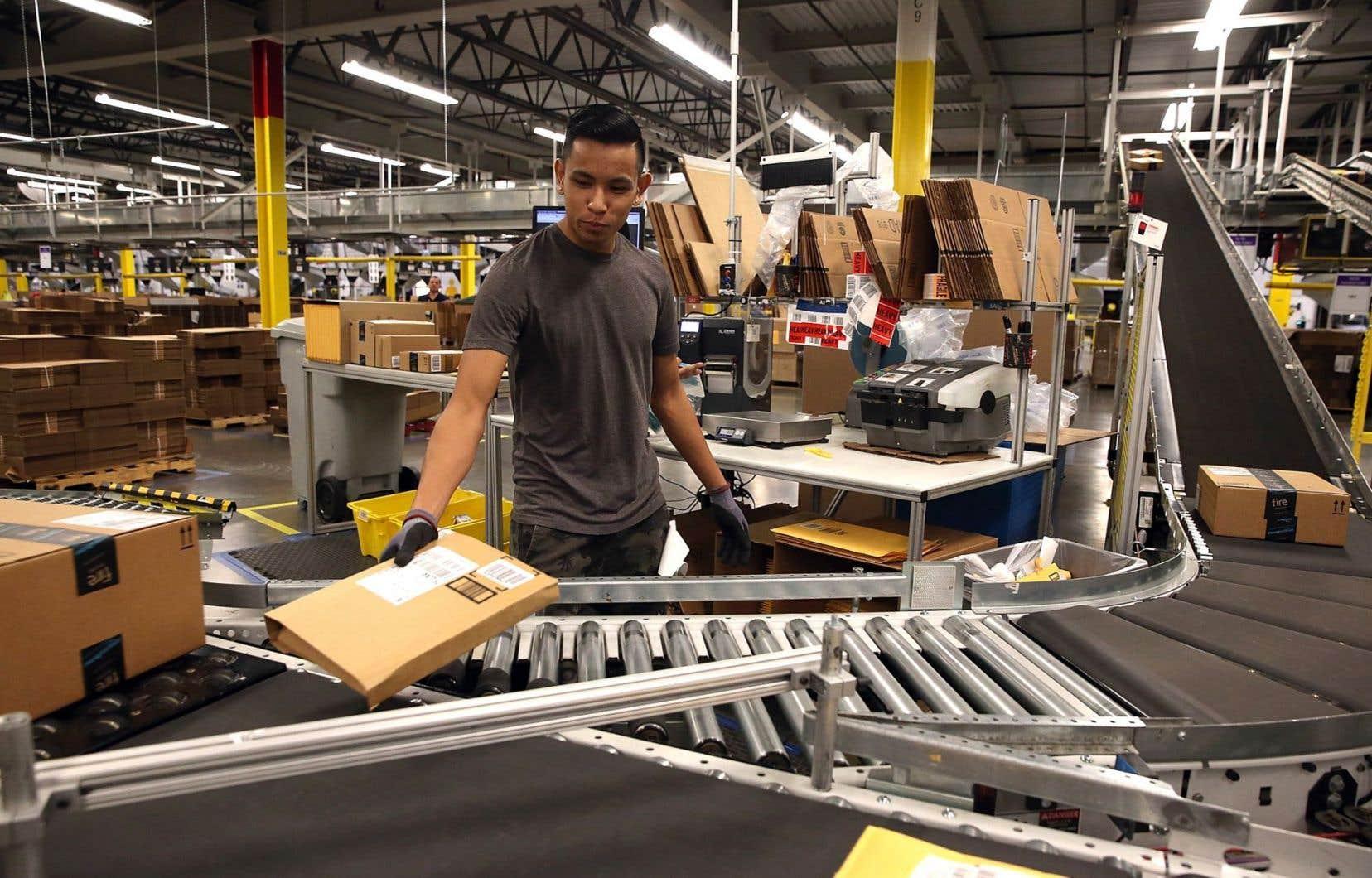 Fondé en 1994, Amazon, qui propose également un service de livraison de contenu en continu dans 200 pays, compte aujourd'hui 180 000 salariés aux États-Unis.