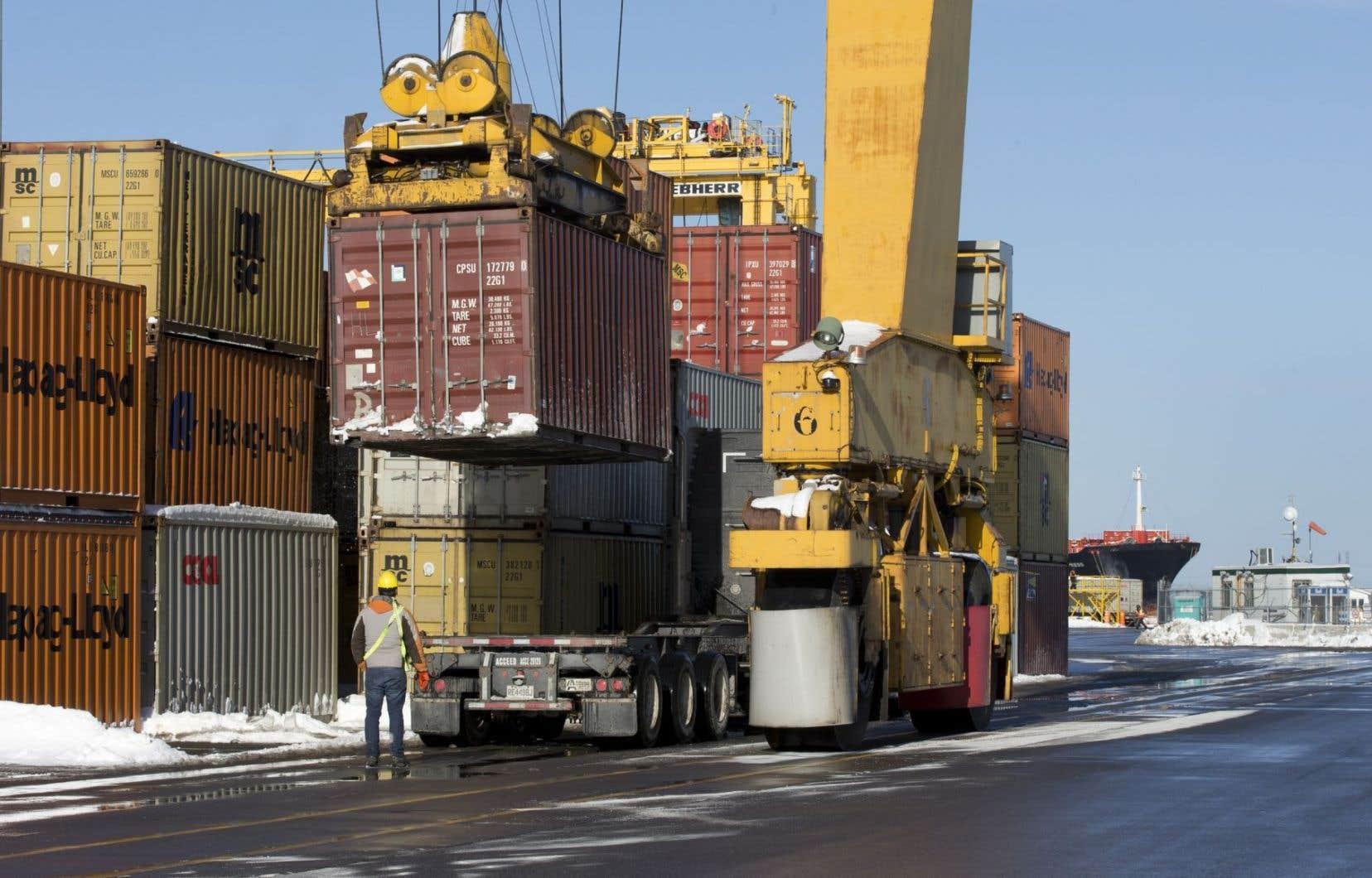 Environ 75% des produits exportés par des entreprises canadiennes en 2015 l'ont été à destination des États-Unis.