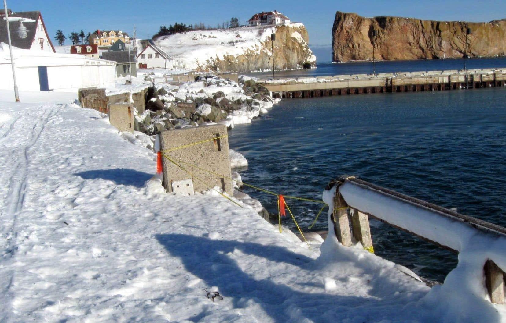 Le député Gaétan Lelièvre demande à Québec de débloquer les fonds promis depuis l'automne 2015 pour mettre à jour les études sur le rechargement de la plage de Percé.