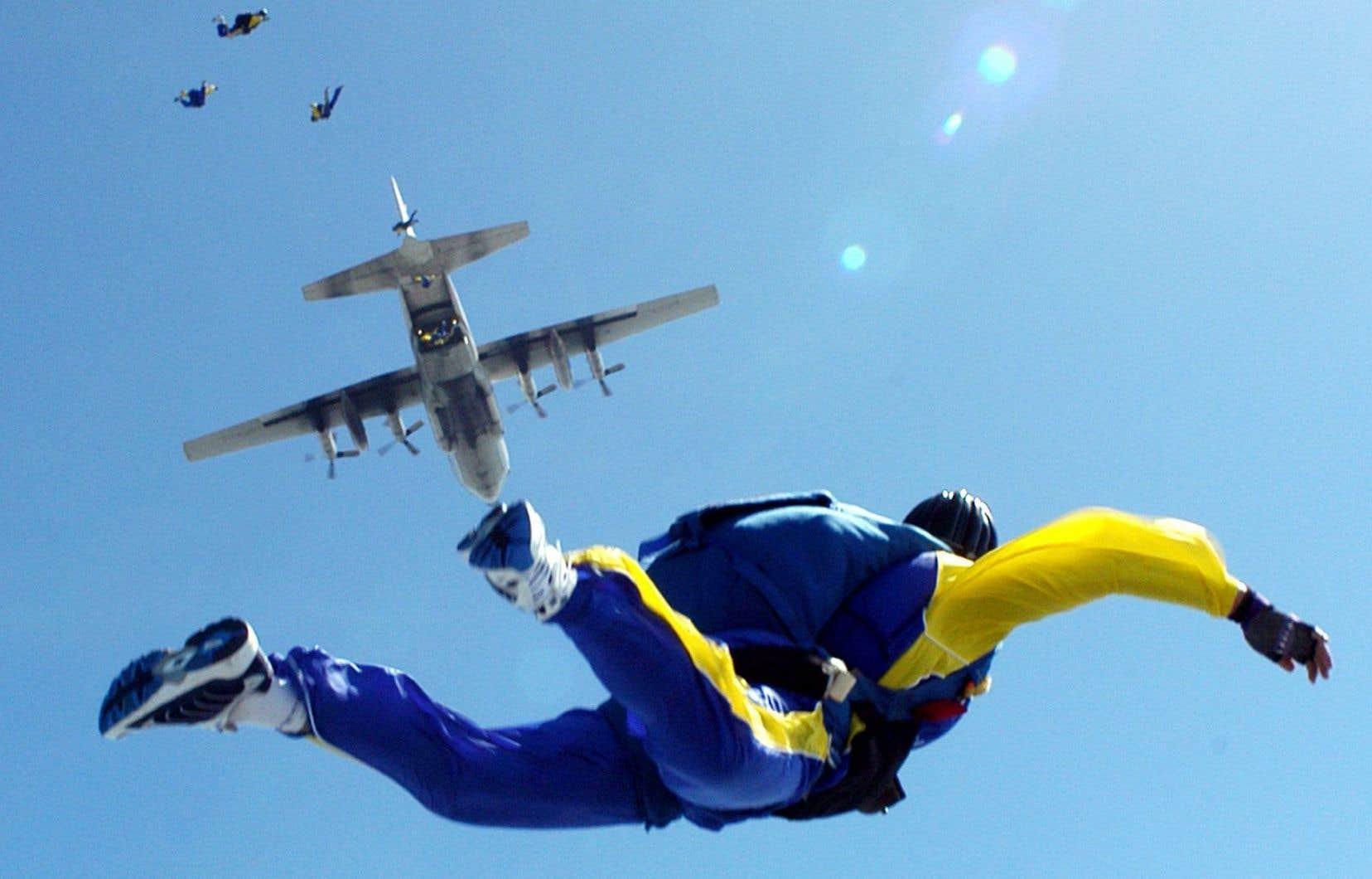 Les parachutistes doivent respecter la réglementation fédérale concernant les zones aérospatiales et obtenir des certificats pour les opérations aériennes spécialisées.