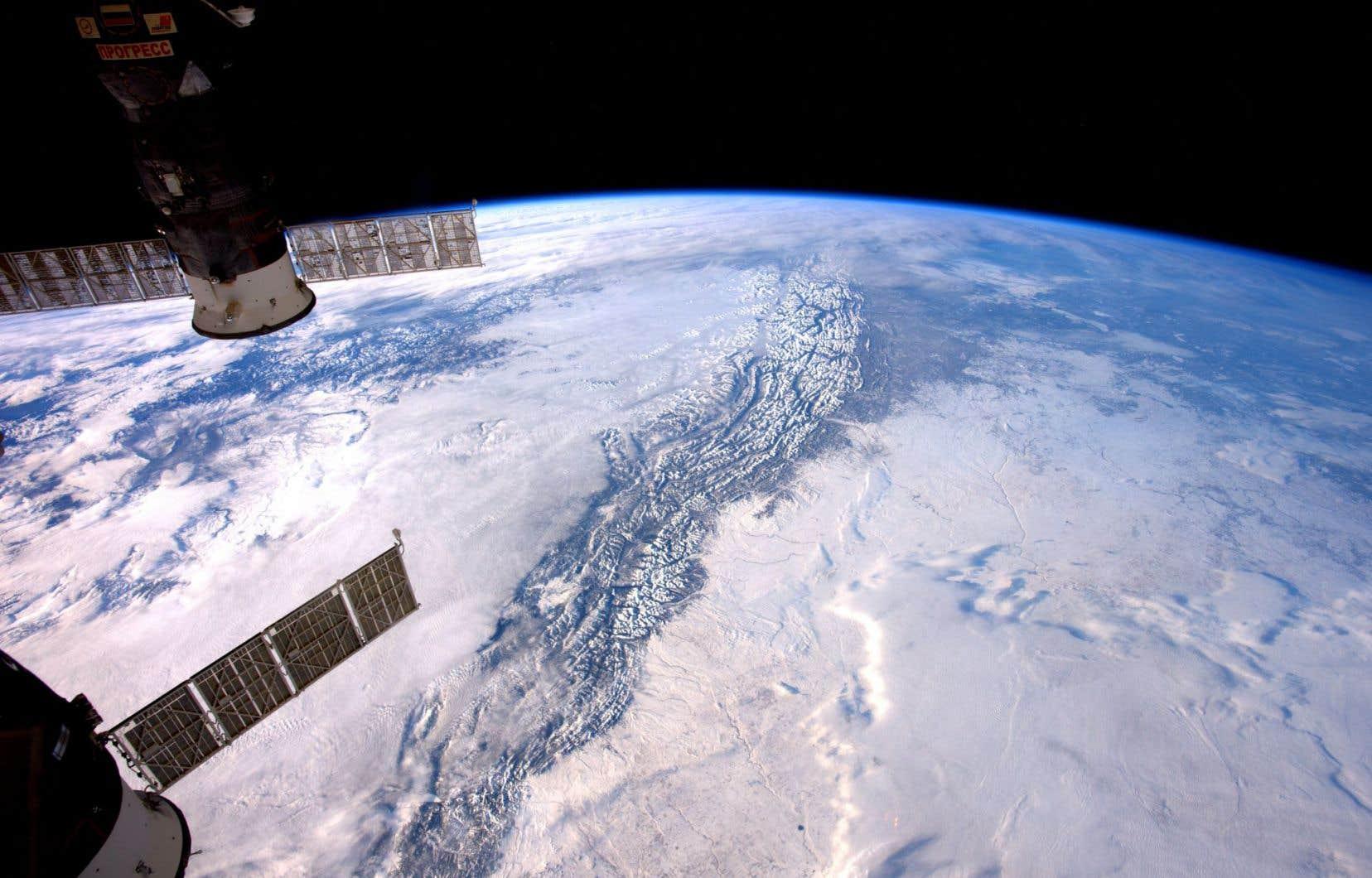 La connaissance du noyau terrestre contribue à celle des origines de notre planète.