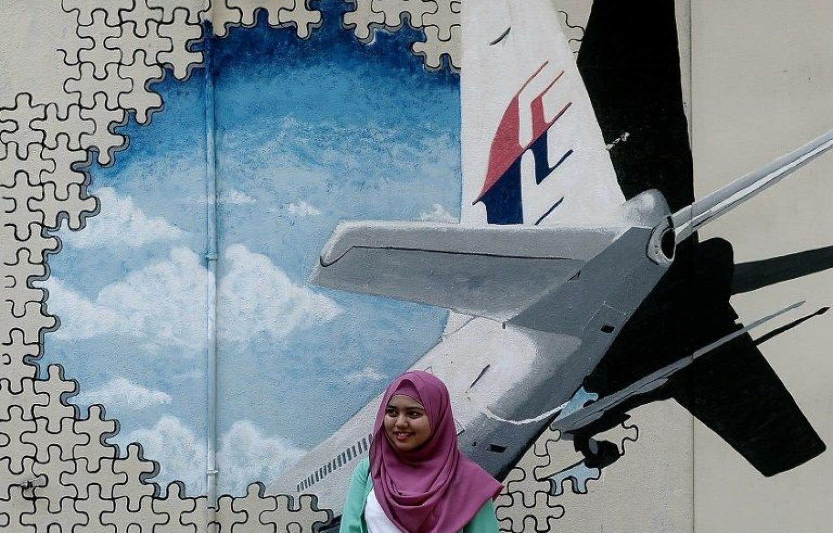 Une murale dans les rues de Shah Alam, en Malaisie, rappelle la catastrophe du vol MH370.