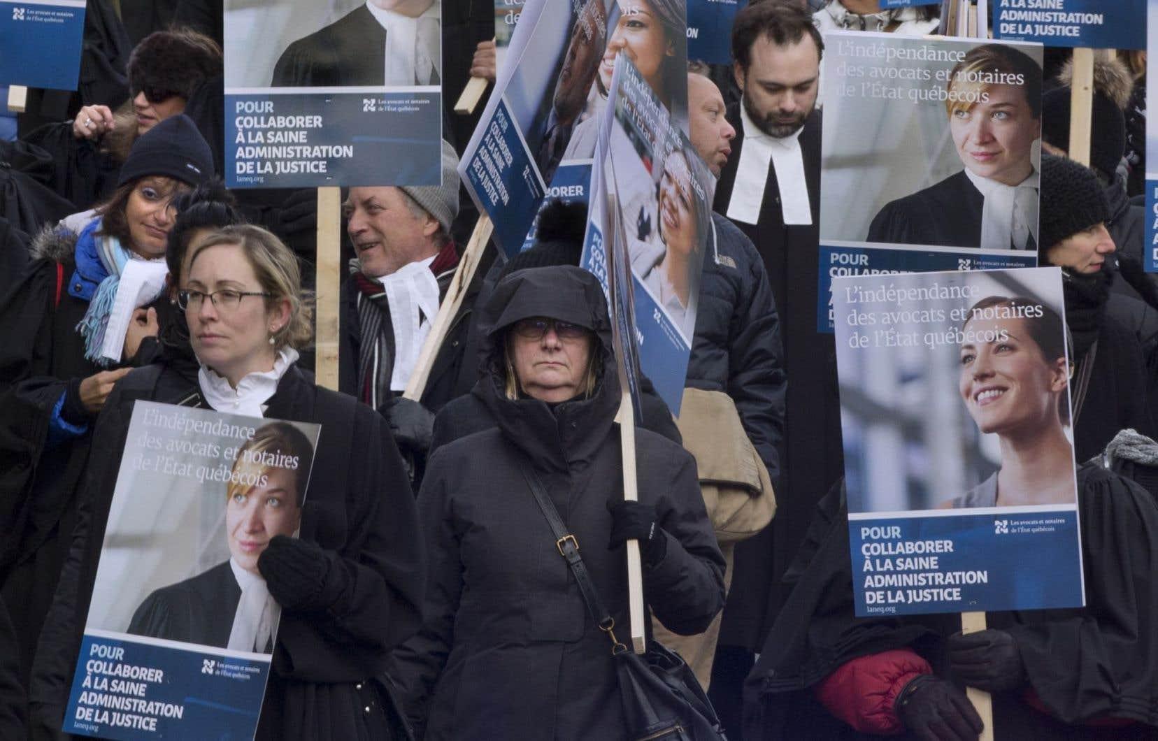 Les avocats et les notaires de l'État québécois sont en grève depuis le 24octobre dernier.