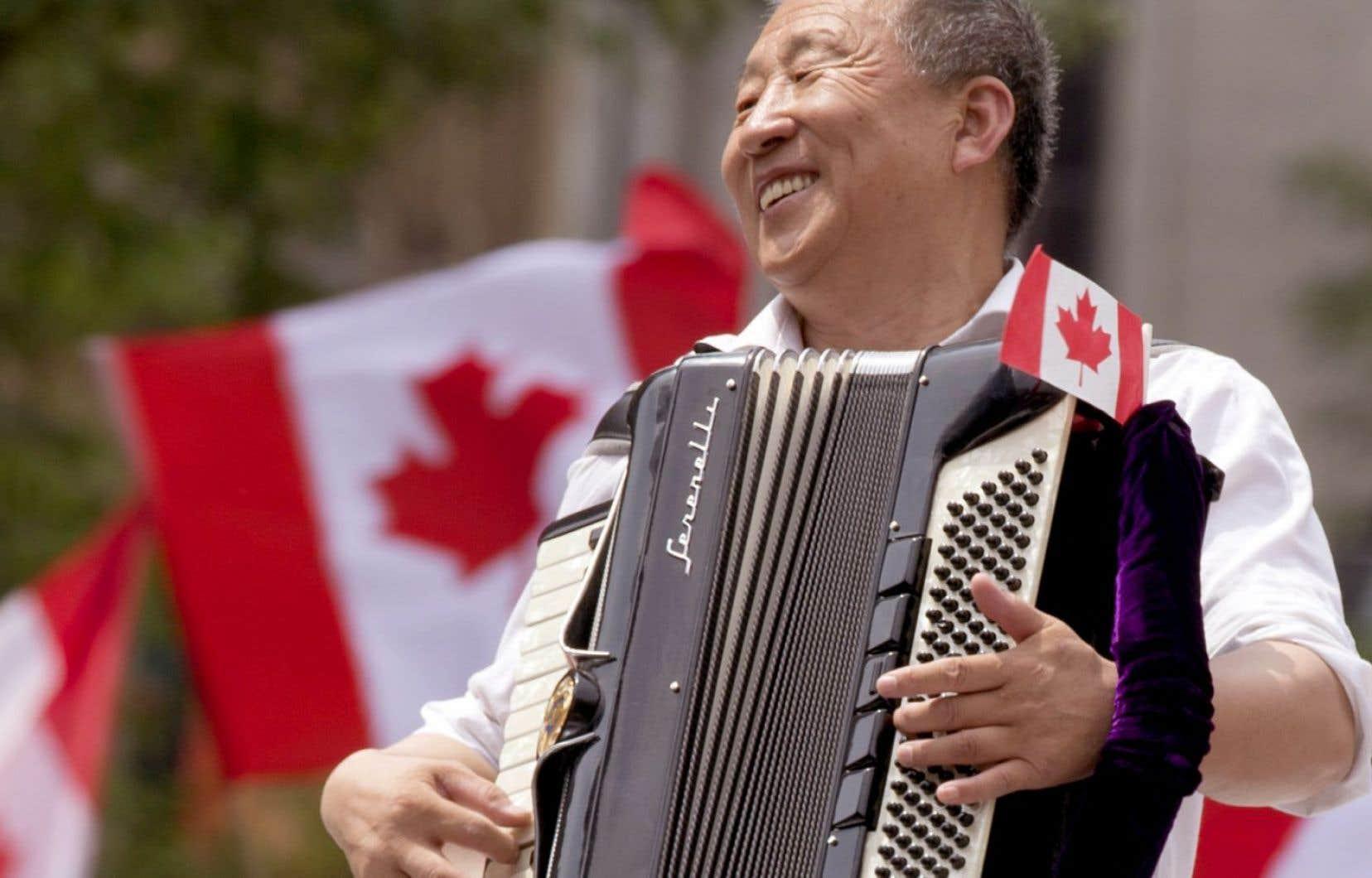 <p>À peu près partout, le Canada est reconnu comme une nation au singulier, remarque l'auteur.</p>