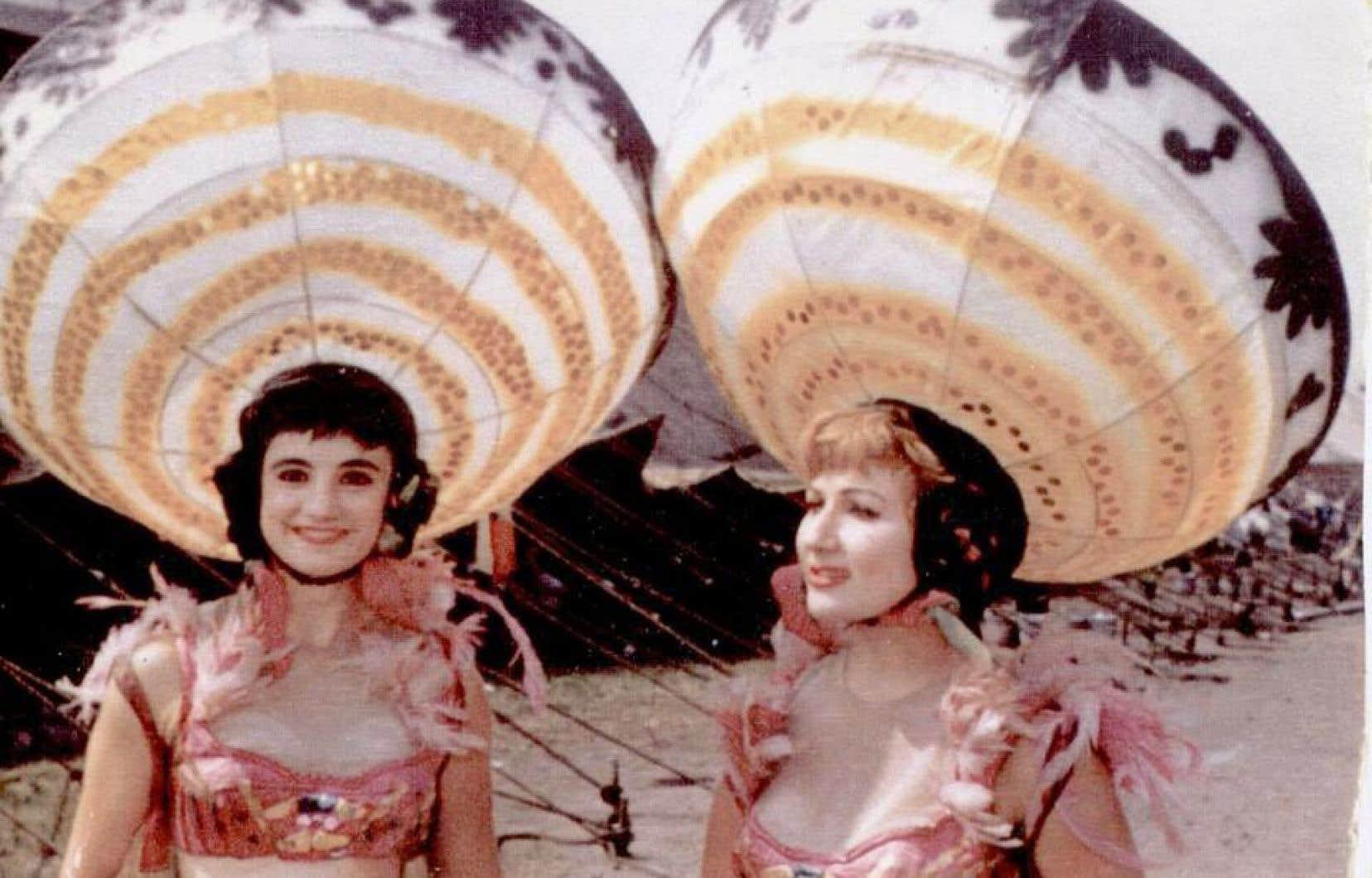 Janine Gauthier (à gauche) avait adopté Harris comme nom de famille pour le cirque. Sur la photo, elle est en compagnie de Léa Cohen, pour le numéro «Mexicanorama».
