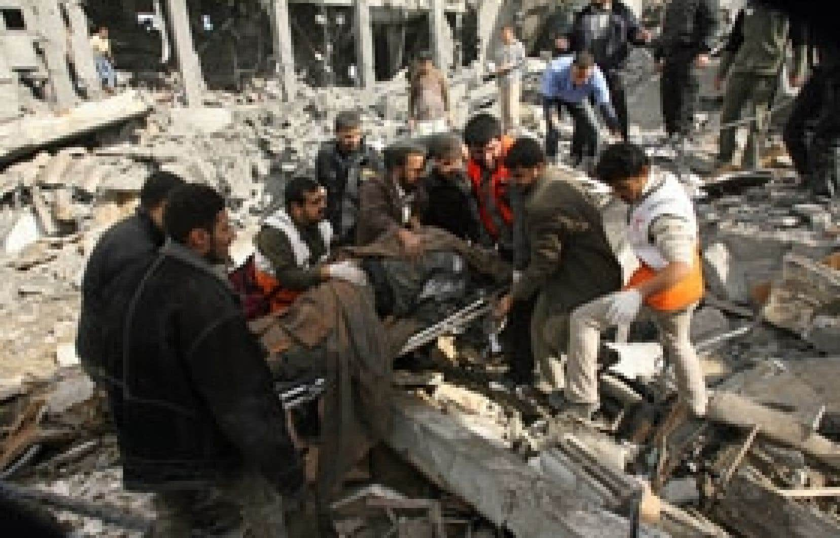 Après le choc, les Palestiniens pleurent aujourd'hui leurs morts.