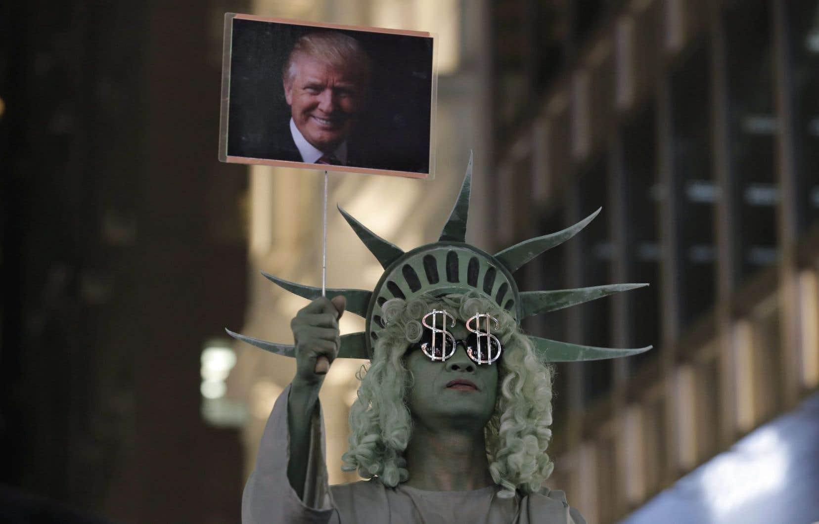 «Grâce à Donald Trump, le spectacle fait désormais partie intégrante du paysage politique», écrit Ewan Sauves.