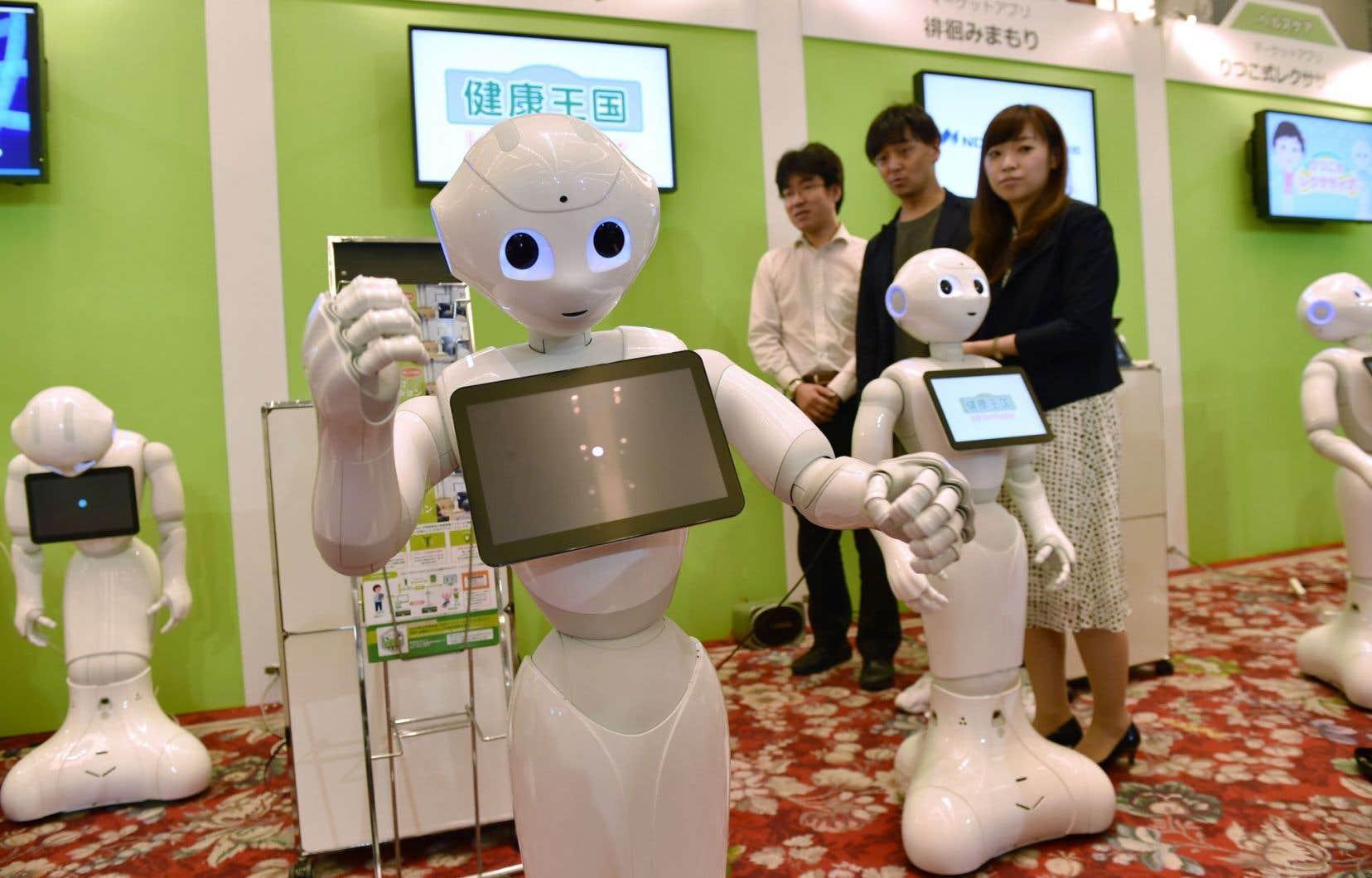 Dans le hall d'un hôtel de Tokyo, des robots de la Softbank