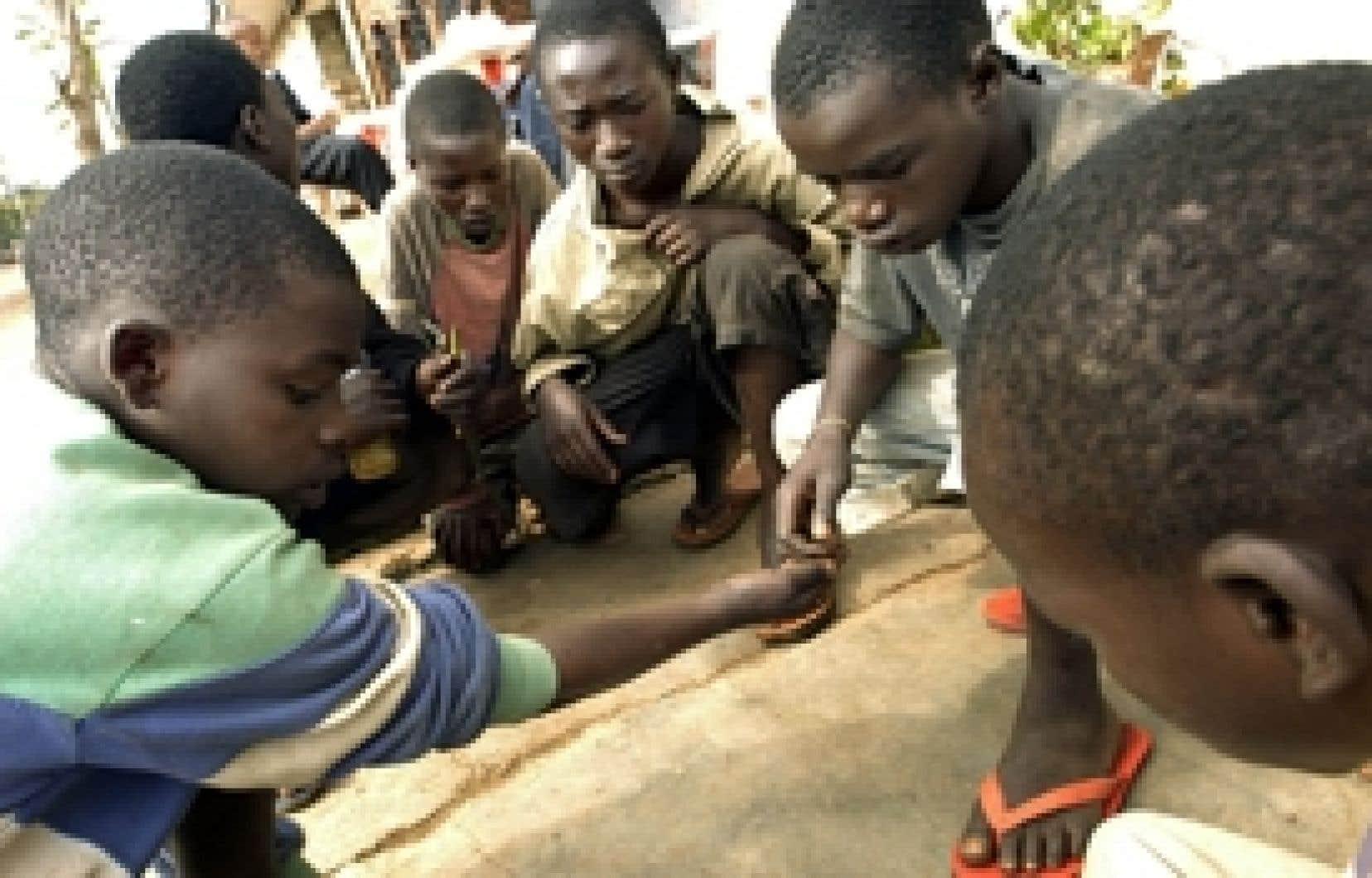 Des enfants de la rue à Kigali, au Rwanda, où est retournée vivre Radegonde Ndejuru après plus de 30 ans passés au Québec.