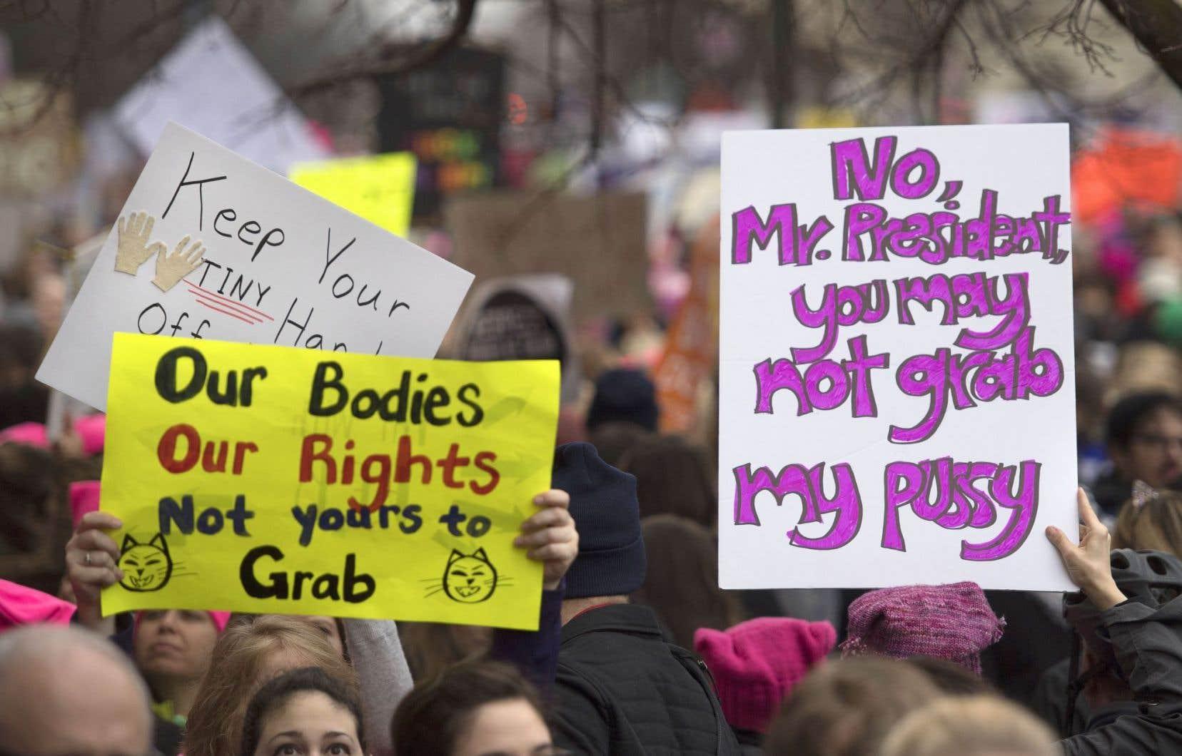 Lors de la Marche des femmes à Washington la semaine dernière, plusieurs manifestantes ont utilisé des slogans reprenant les mots vulgaires utilisés par Trump et qui posent des difficultés aux traducteurs.