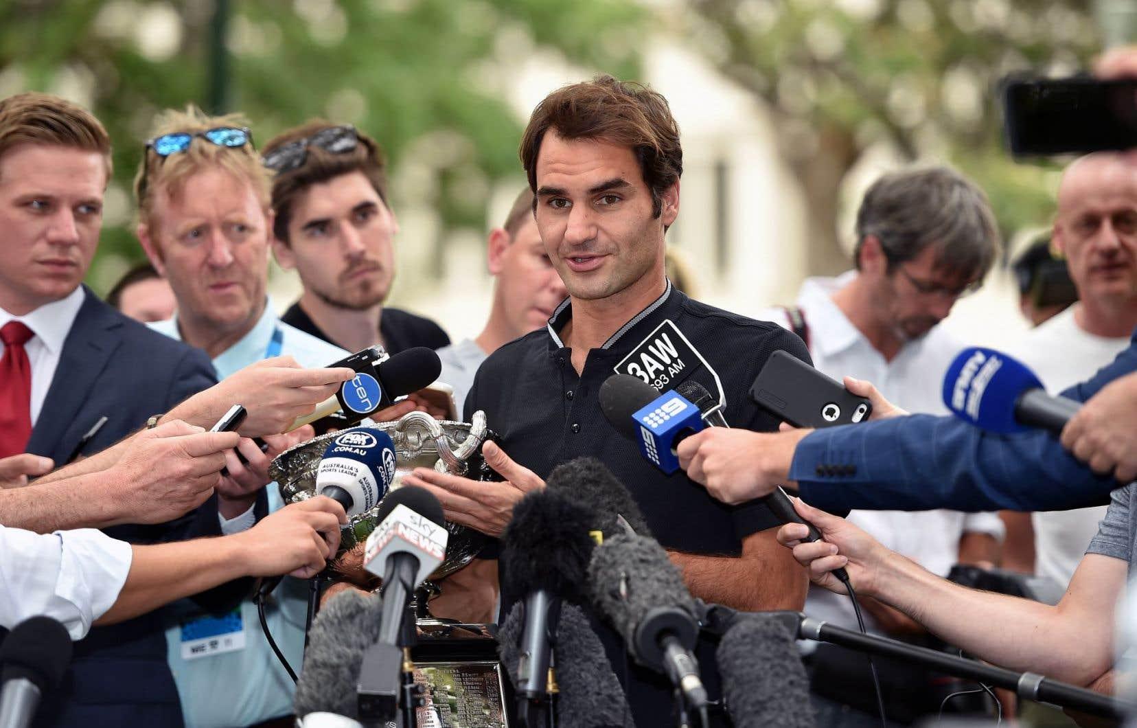 Roger Federer a grimpé lundi de sept places au 10erang mondial, selon le classement de l'ATP publié au lendemain de sa victoire en Australie.