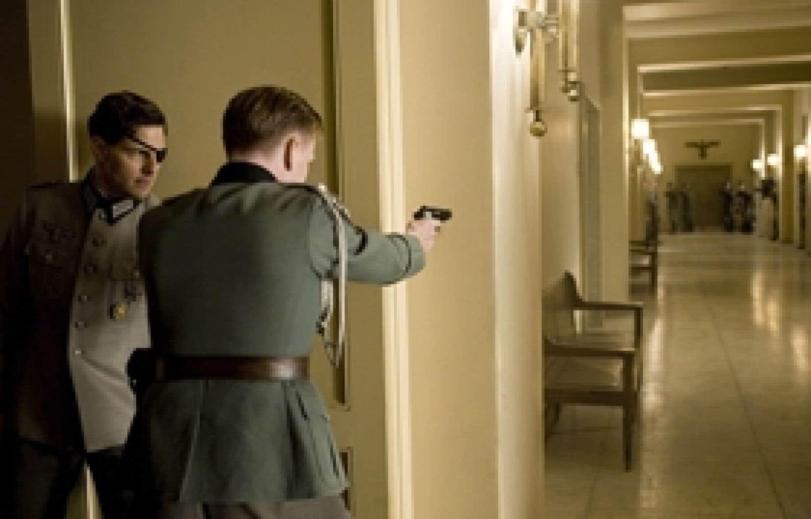 Lors d'une attaque des Alliés en Afrique du Nord, le colonel allemand Claus von Stauffenberg, campé par Tom Cruise, a non seulement perdu un oeil et une main mais aussi ses dernières illusions.