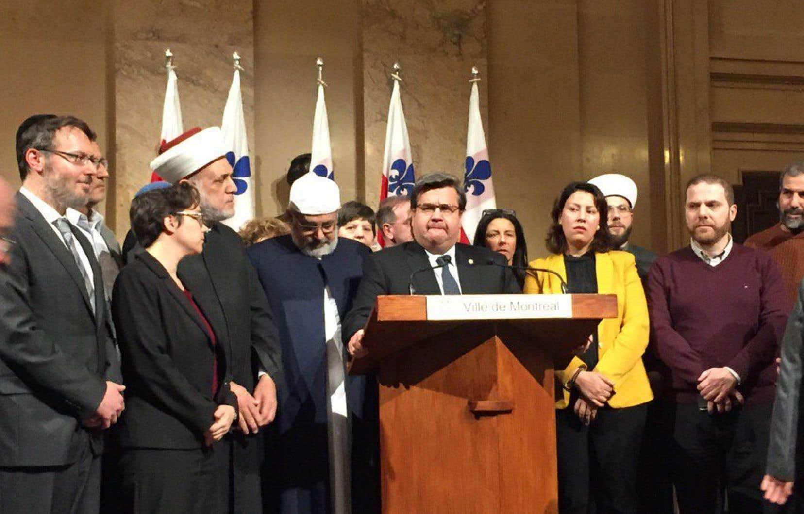 Le maire de Montréal, Denis Coderre, a invité des leaders religieux à une rencontre à l'hôtel de ville de Montréal lundi après-midi.