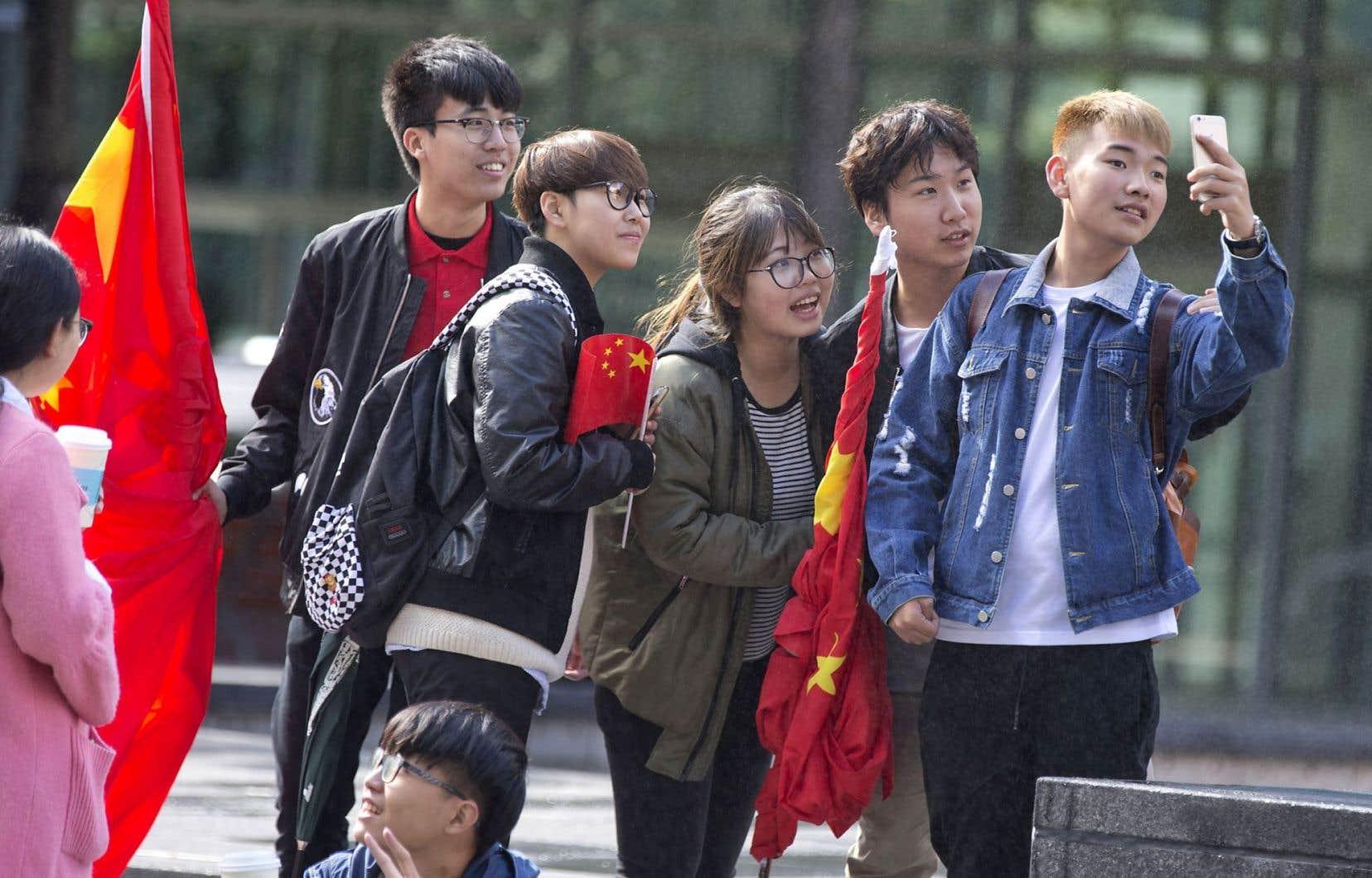 Jeunes touristes chinois de passage à Montréal