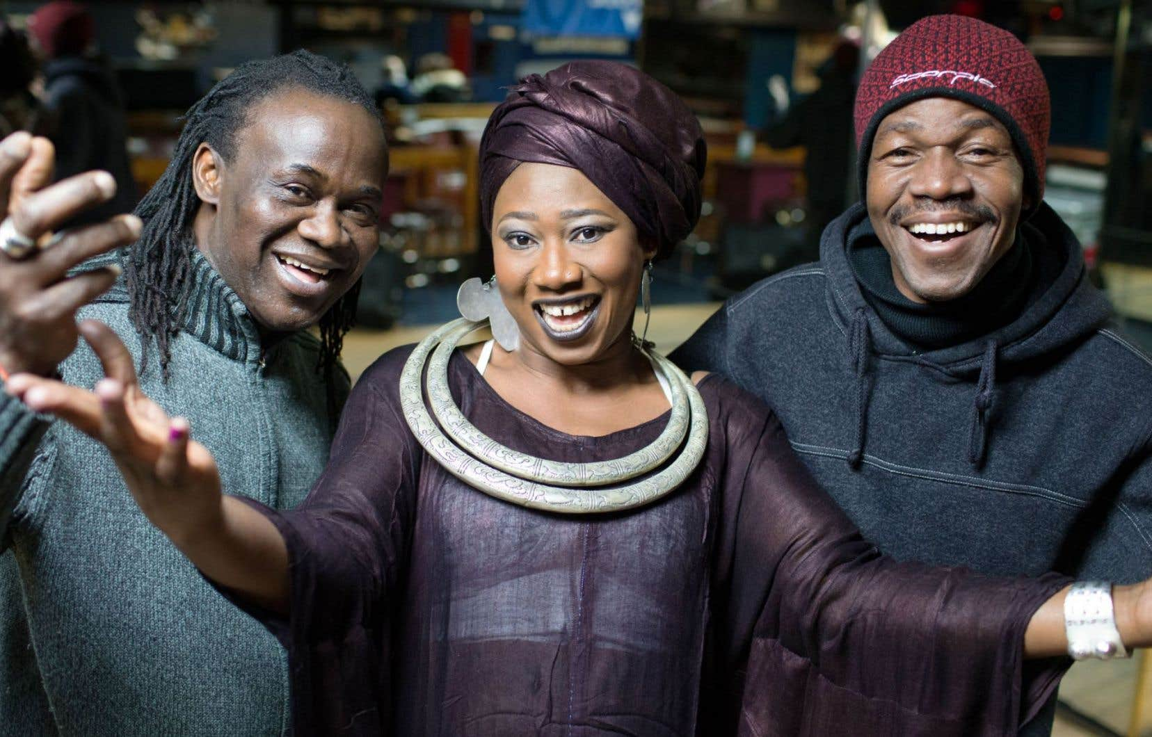 Le travail et la parole des griots Aboulaye Koné, Tapa Diarra et Zal Sissokho portent bien au-delà de la scène, jusque dans l'intimité du quotidien de ceux qui leur prêtent l'oreille.