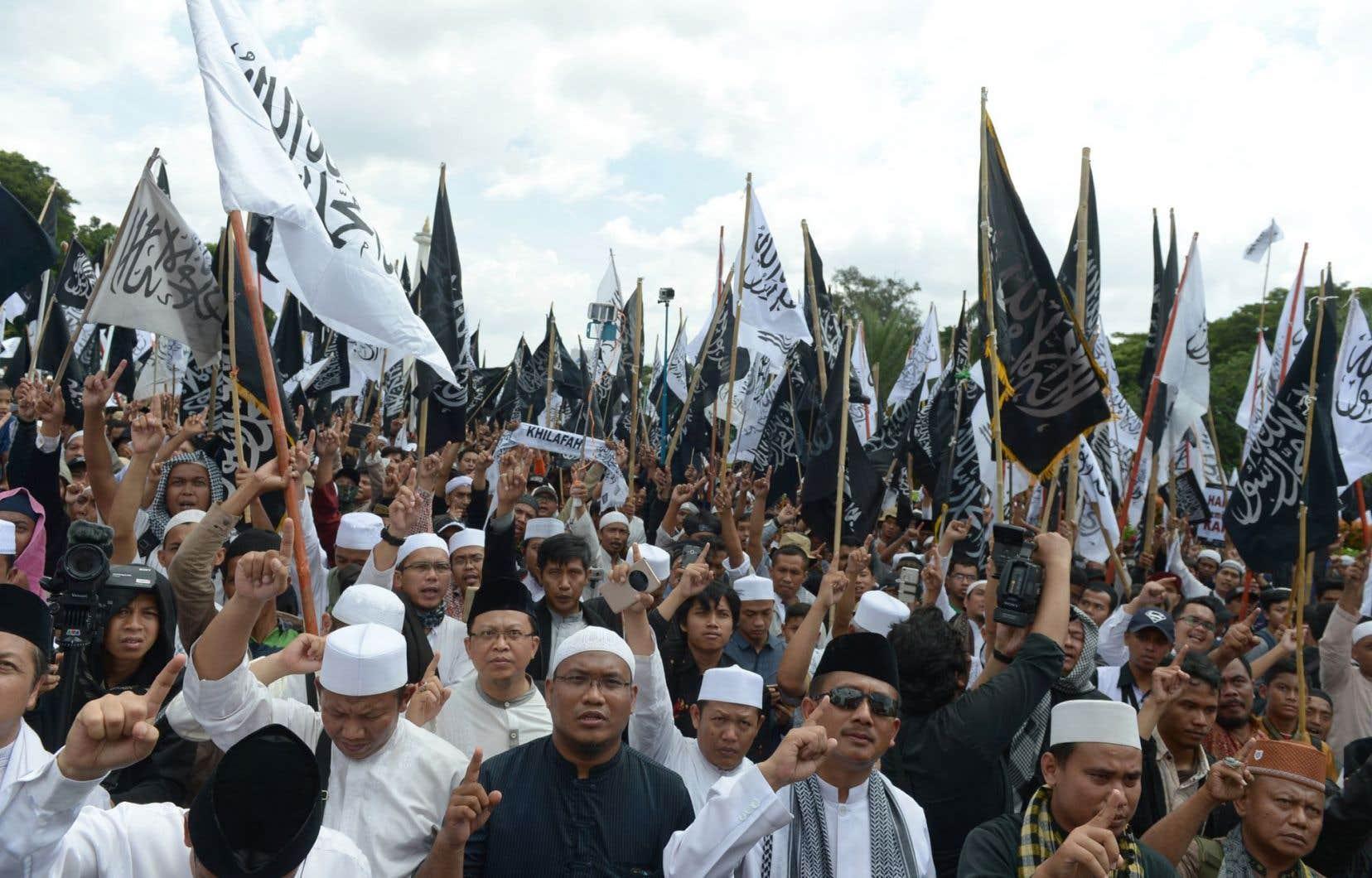Des musulmans ont manifesté dimanche à Jakarta en soutien au Front des défenseurs de l'islam.