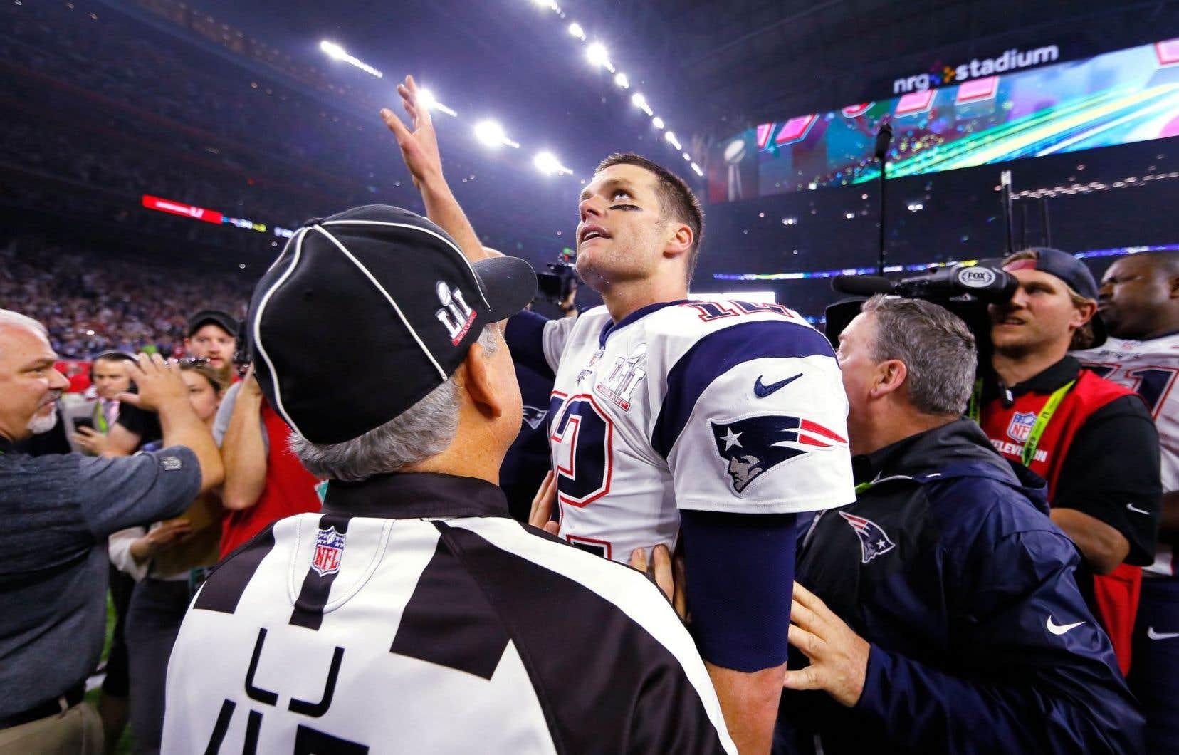 Les Patriots de la Nouvelle-Angleterre ont effectué une remontée historique pour remporter dimanche le 51e match du Super Bowl, battant les Falcons d'Atlanta 34-28 en prolongation. Le quart-arrière Tom Brady décroche ainsi un cinquième titre en carrière, un record.