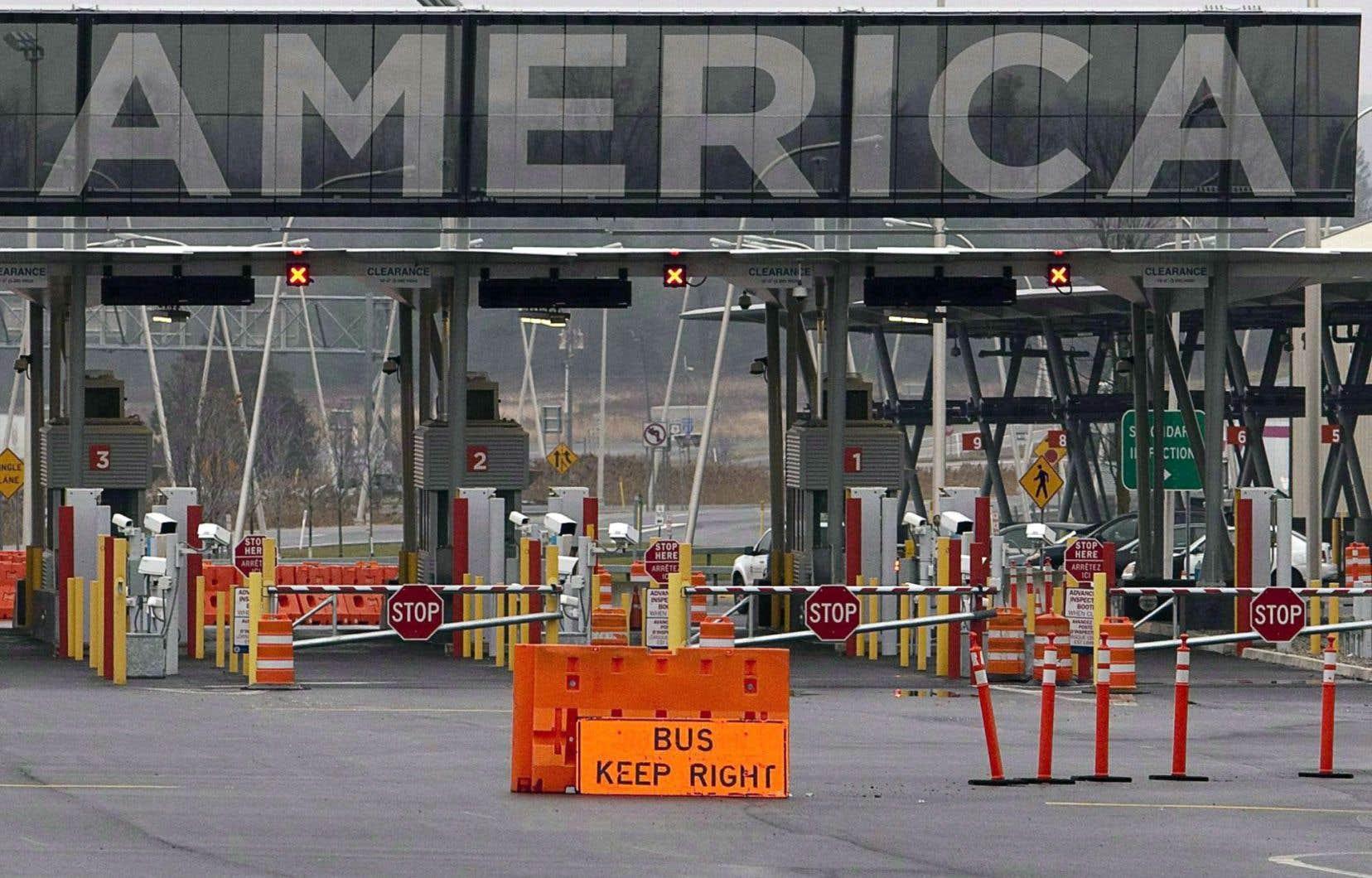 Des groupes de défense des réfugiés veulent convaincre Ottawa de suspendre l'entente avec Washington puisque les Américains ne garantissent plus une protection adéquate aux demandeurs d'asile.