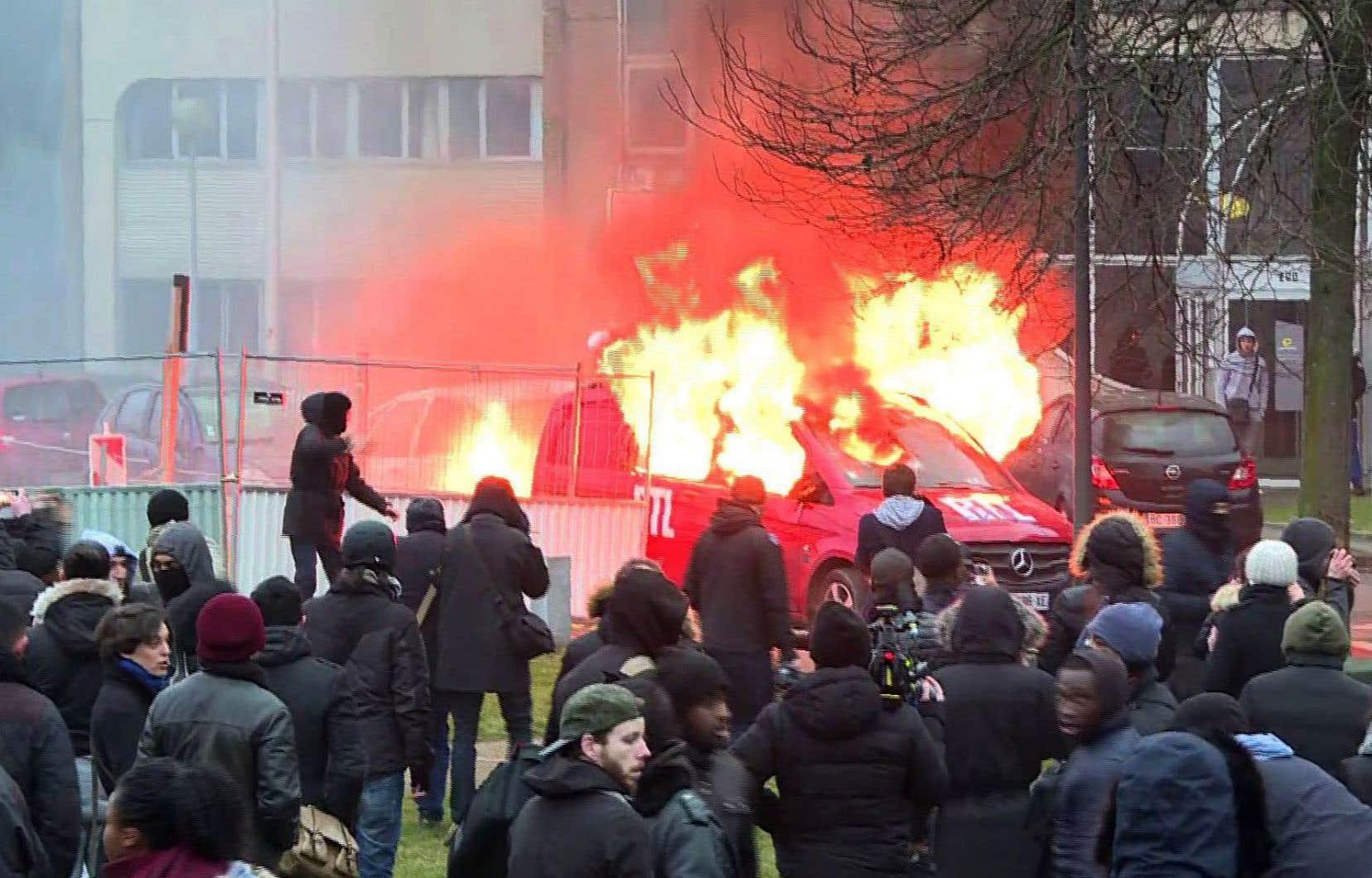 Après deux nuits consécutives de violence, plusieurs n'hésitent plus à évoquer le souvenir encore vivace des émeutes de 2005.