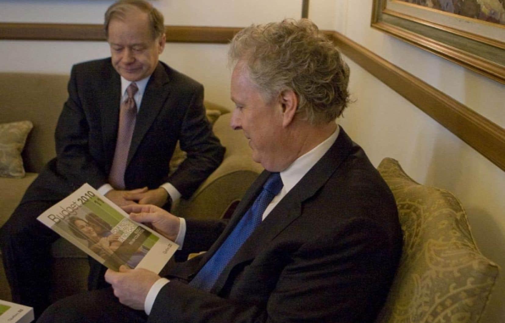 Le ministre des Finances Raymond Bachand et le premier ministre Jean Charest hier.