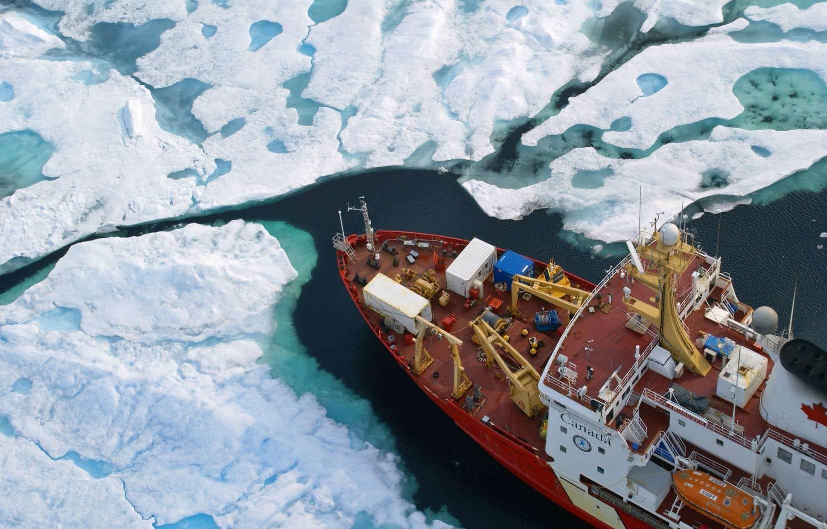 Un projet sur le Nord durable, Sentinelle Nord, permet aux chercheurs de nombreuses disciplines de collaborer. Il réunit les travaux de l'Institut nordique du Québec, qui regroupe l'Université Laval, l'Université McGill et l'INRS, ainsi que les travaux du réseau ArcticNet et du navire de recherche Amundsen.