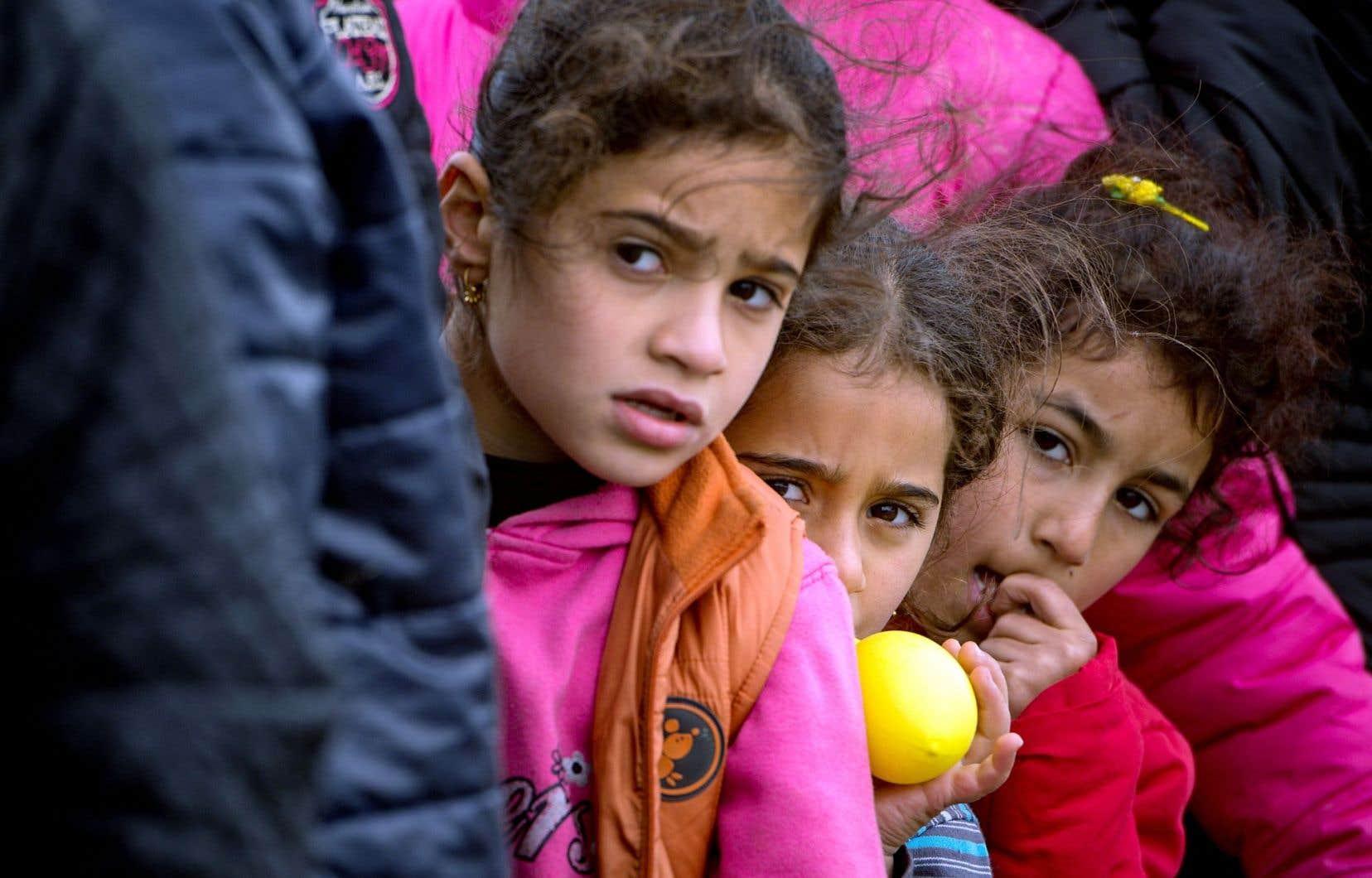 En sortant d'un contexte de guerre, comme les réfugiés syriens, on présente d'abord un syndrome de stress aigu dû au fait d'avoir vu sa vie menacée et d'avoir été témoin de scènes très traumatisantes, comme des cadavres ou des corps décapités.