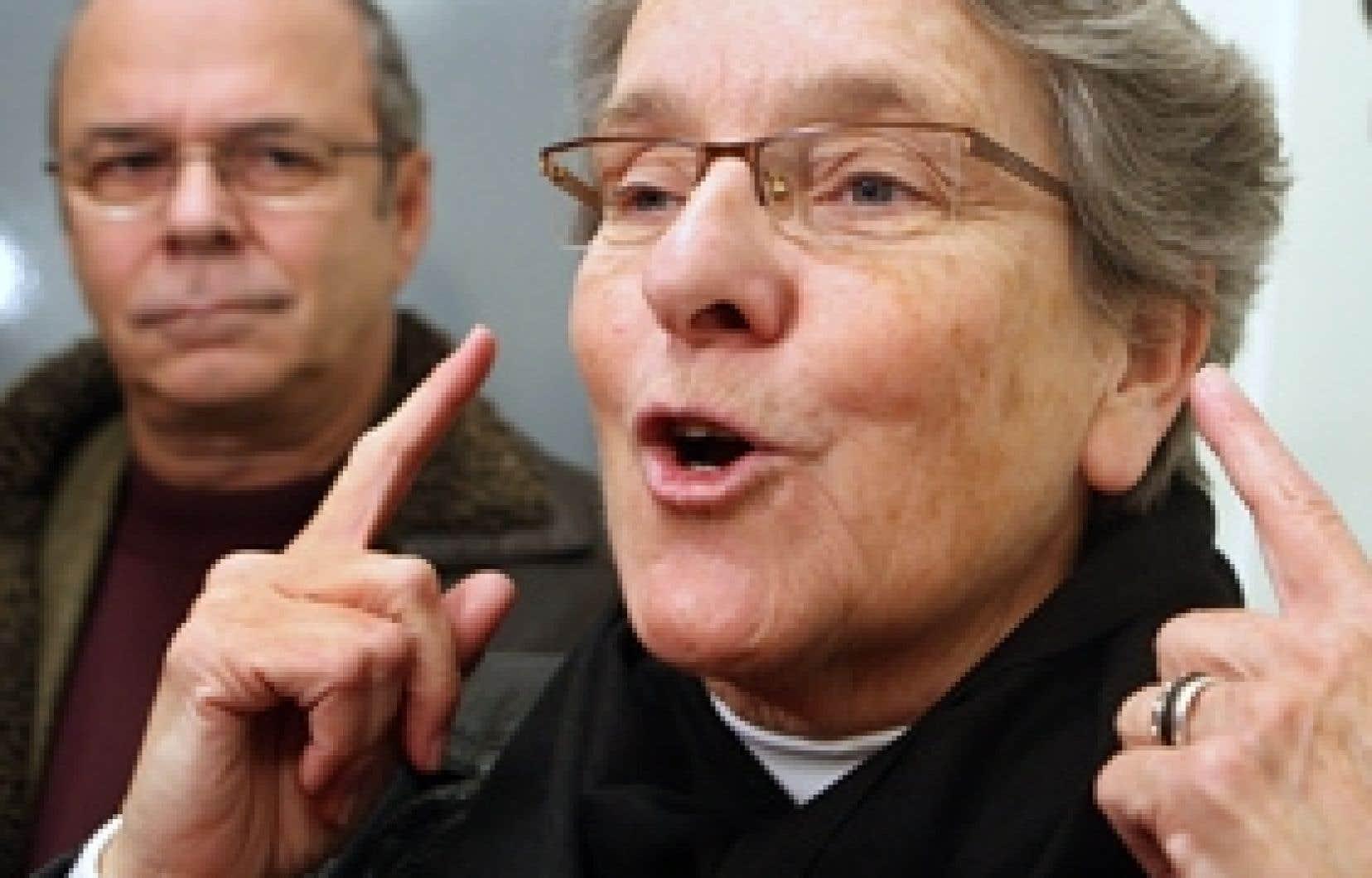 La directrice de l'Accueil Bonneau, Soeur Aurore Larkin a applaudi à la requête de La Mission Old Brewery, la Maison du Père de Montréal et la Mission Bon Accueil, qui ont demandé au gouvernement provincial les 3,3 millions en investissements prom