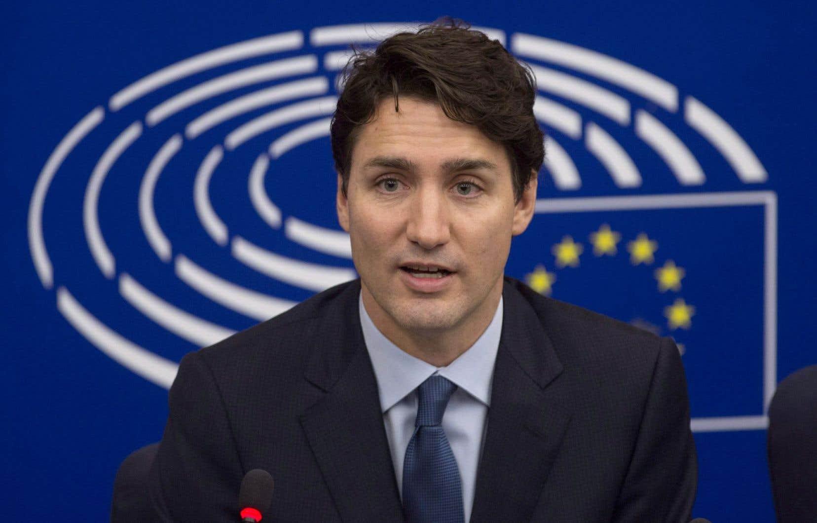 Le Premier ministre Justin Trudeau répond à une question lors d'une conférence de presse conjointe avec le président du Parlement européen, Antonio Tajani.
