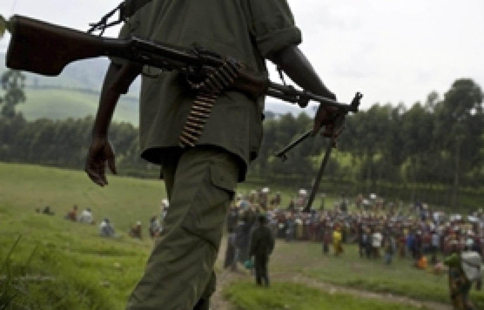Un soldat rebelle s'est rendu samedi dans un centre de distribution près du camp Lushubere à Masisi.