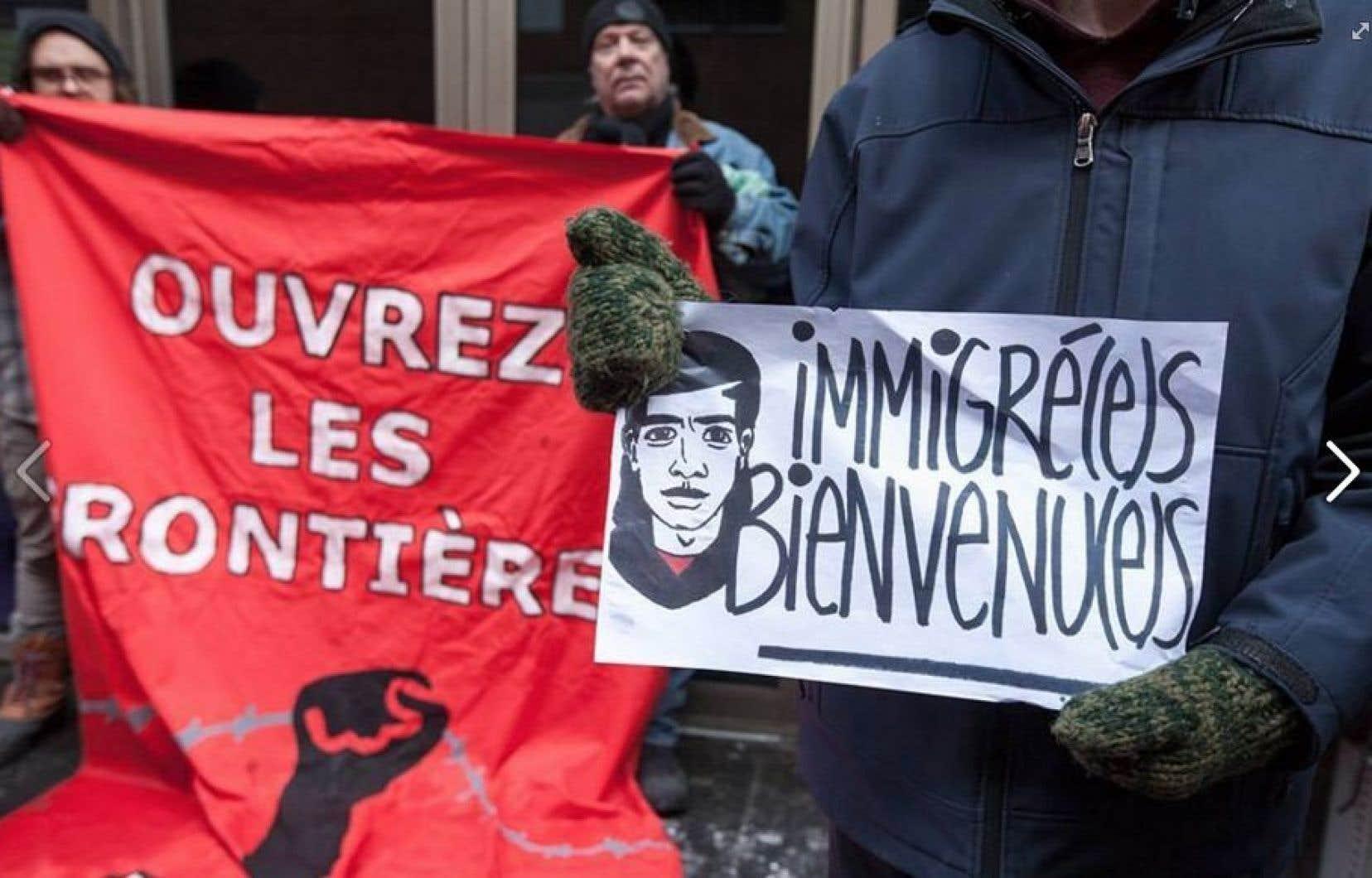 Une manifestation devant le consulat américain à Montréal, le 30 janvier dernier