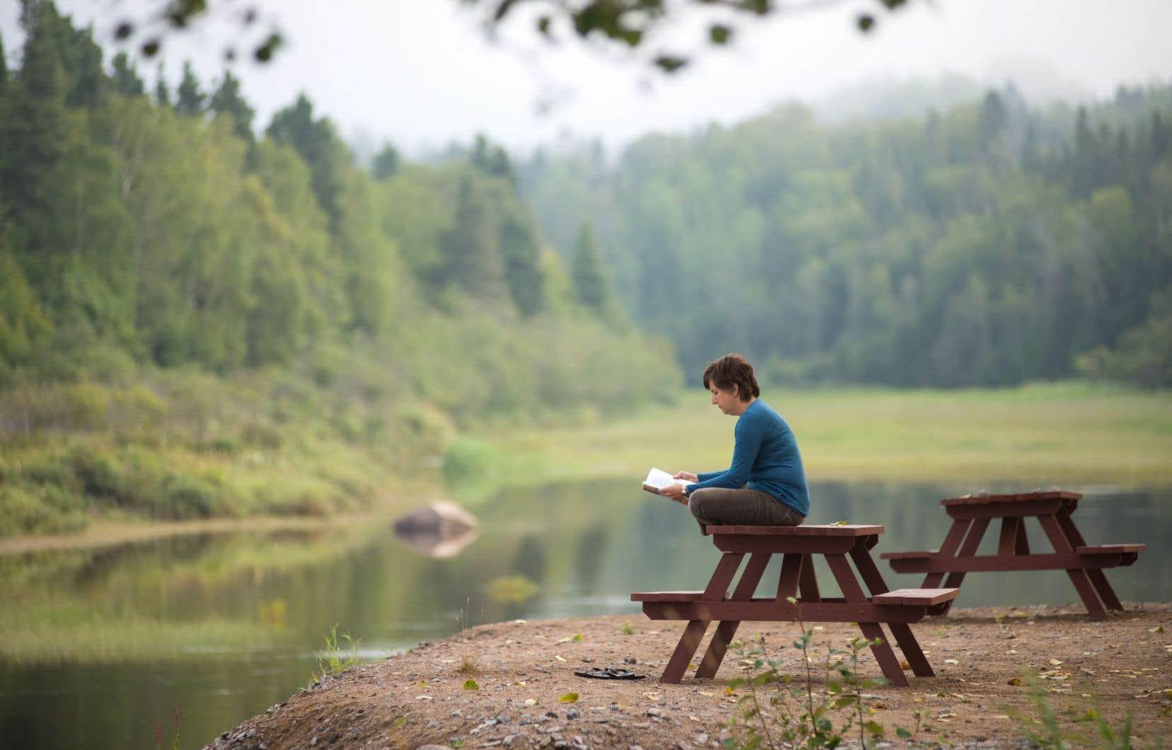 La poésie partout se veut déjà un lieu virtuel où retrouver, rassembler et colliger poètes et amateurs de poésie.