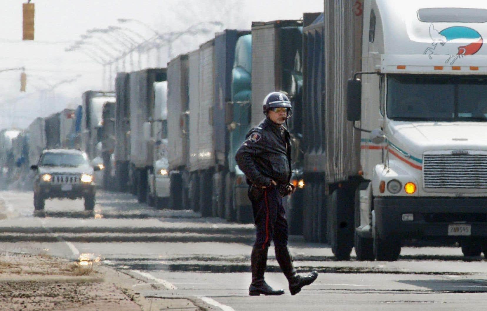 La Banque Nationale estime qu'une taxe à la frontière de 10% provoquerait un recul de 9% de l'ensemble des exportations canadiennes.
