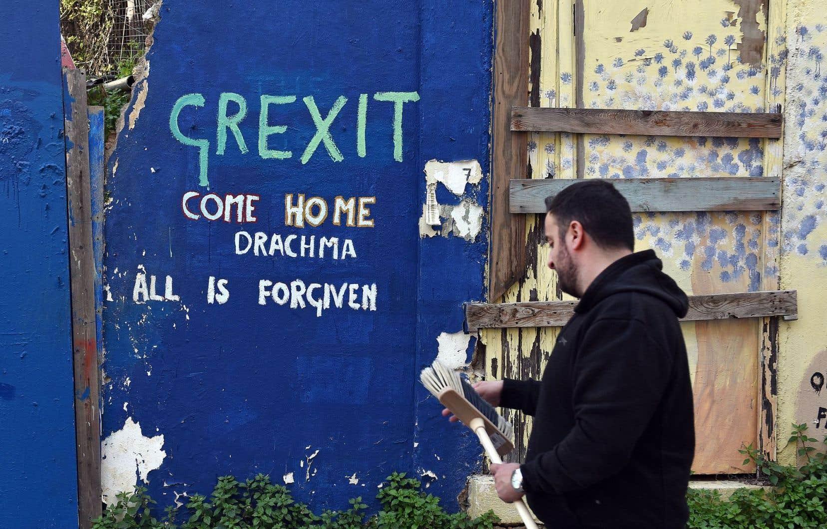 À Athènes, un slogan contre les concessions peint sur un mur