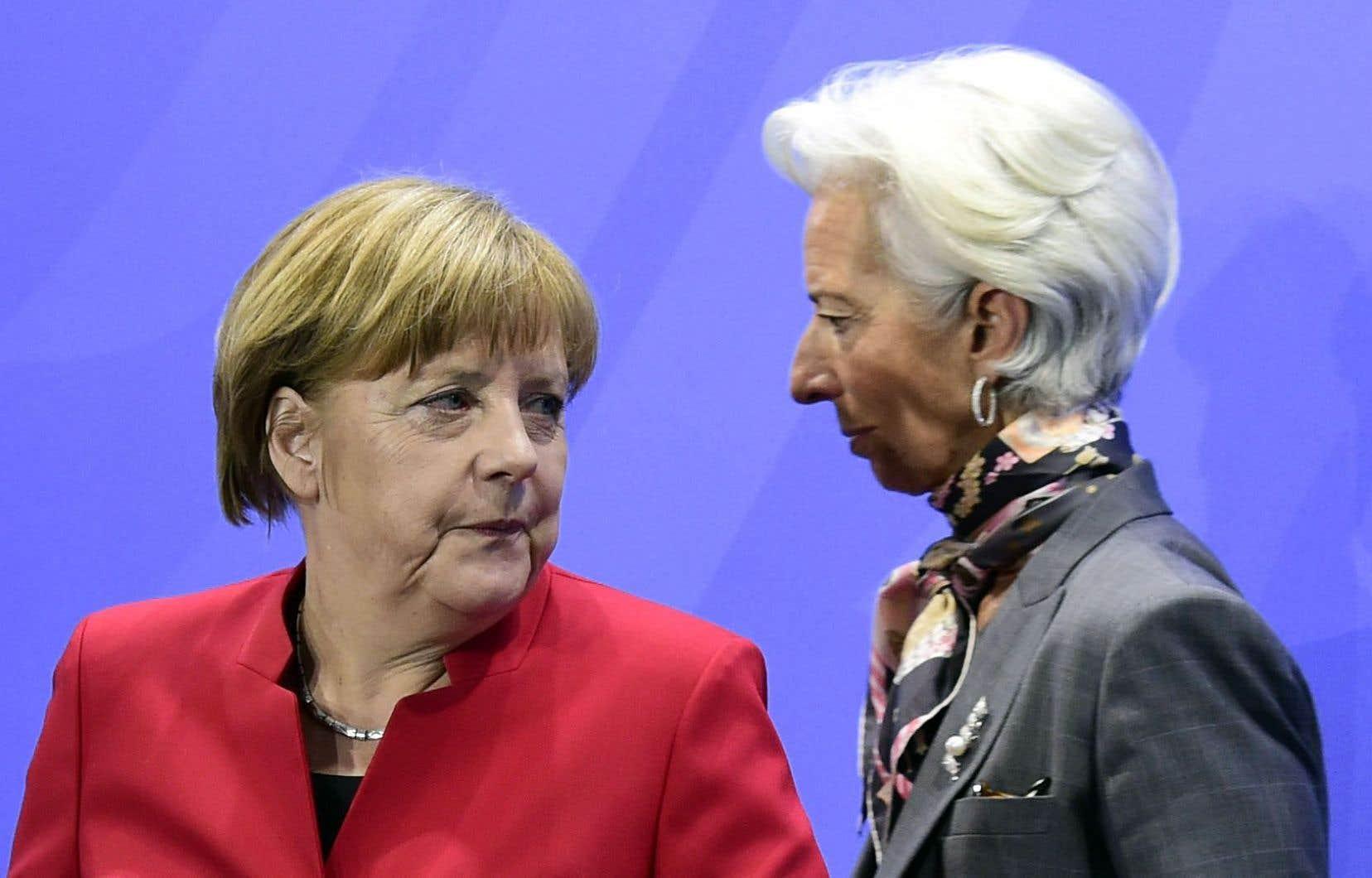 La chancelière allemande Angela Merkel en compagnie de la directrice du FMI, Christine Lagarde