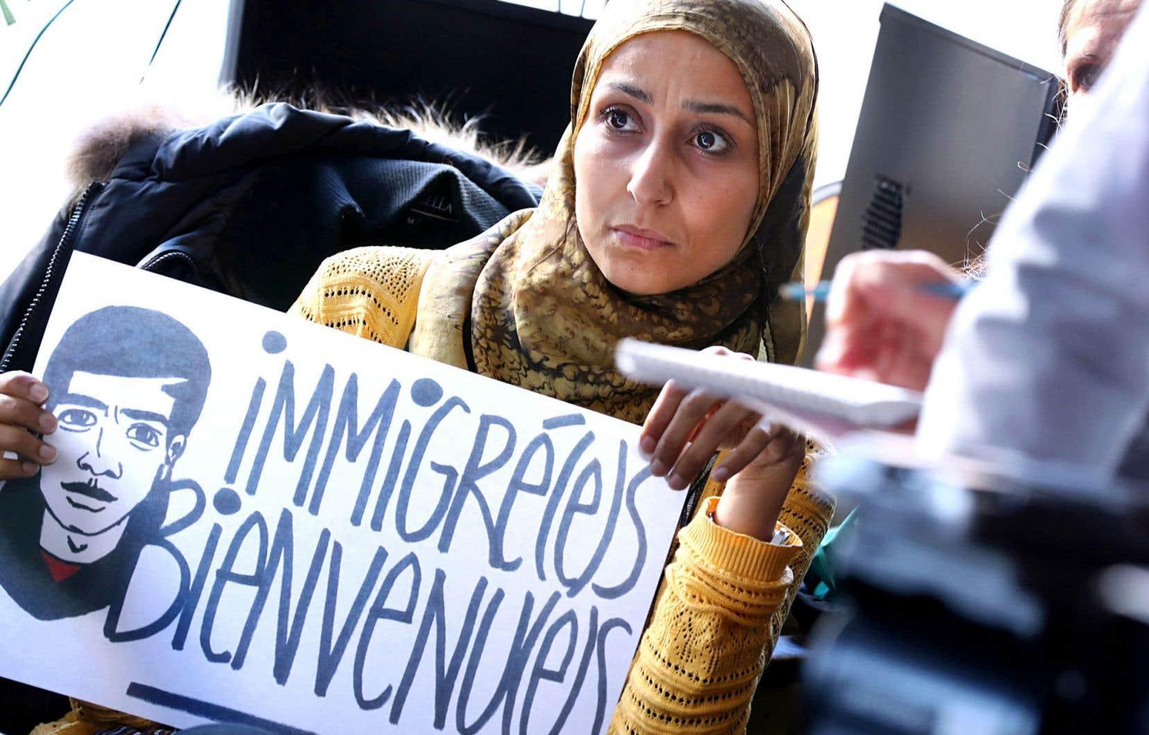 Elles sont une minorité très visible à porter le voile au Québec et, pourtant, on ne voit qu'elles lorsqu'il est question de musulmanes et d'islam dans les médias. Stigmatisées, instrumentalisées et pas nécessairement les bienvenues.