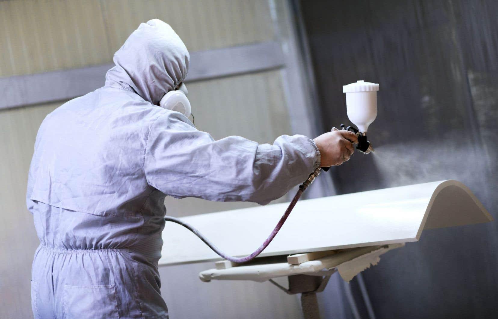 L'usine de coloration de pièces métalliques est située en plein coeur de leur quartier résidentiel.