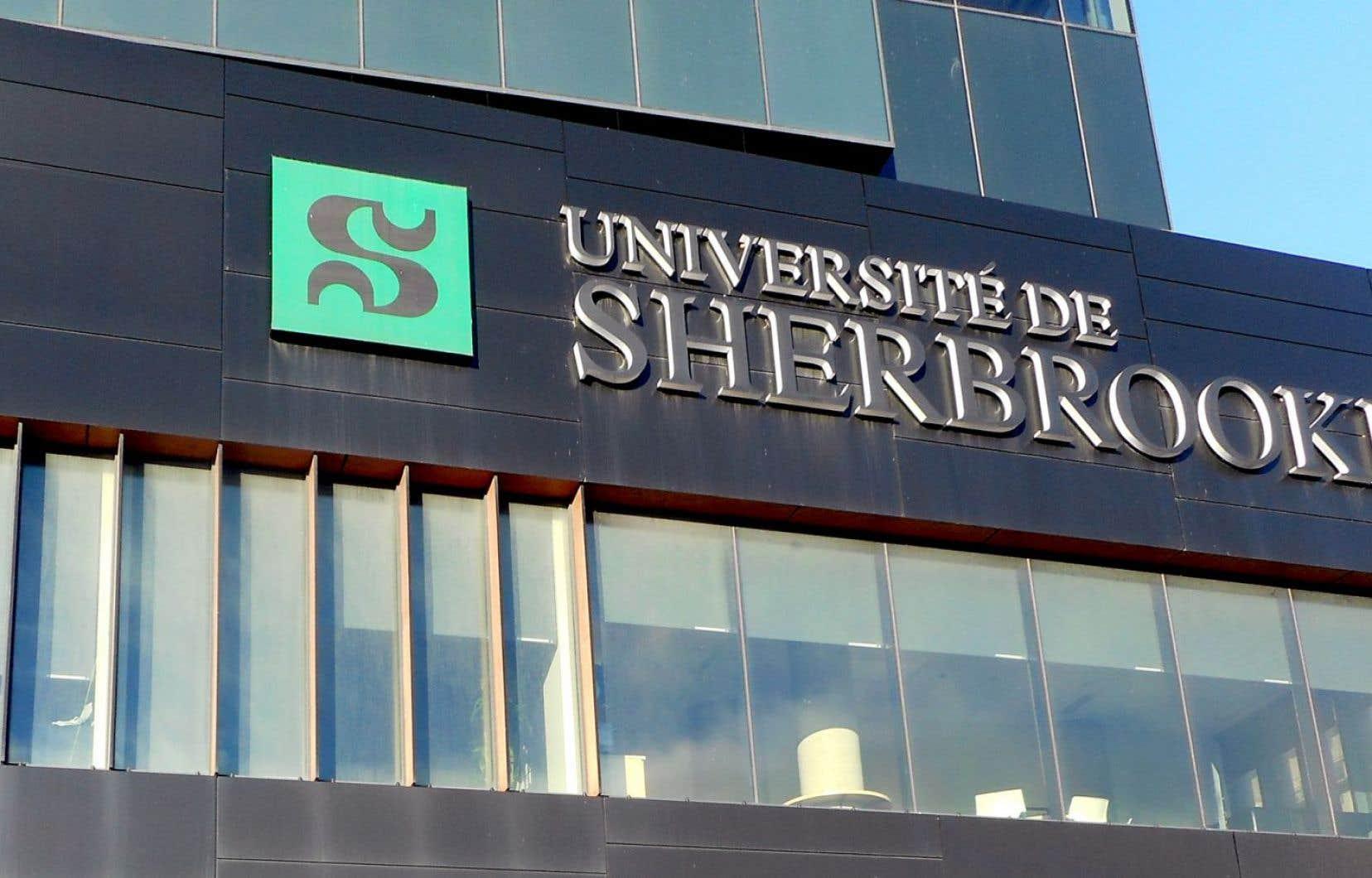 «La direction de l'Université laisse [...] planer une autre demande qui exhibe tout aussi crûment sa méconnaissance de la condition de prof», avance Pierre Hébert.