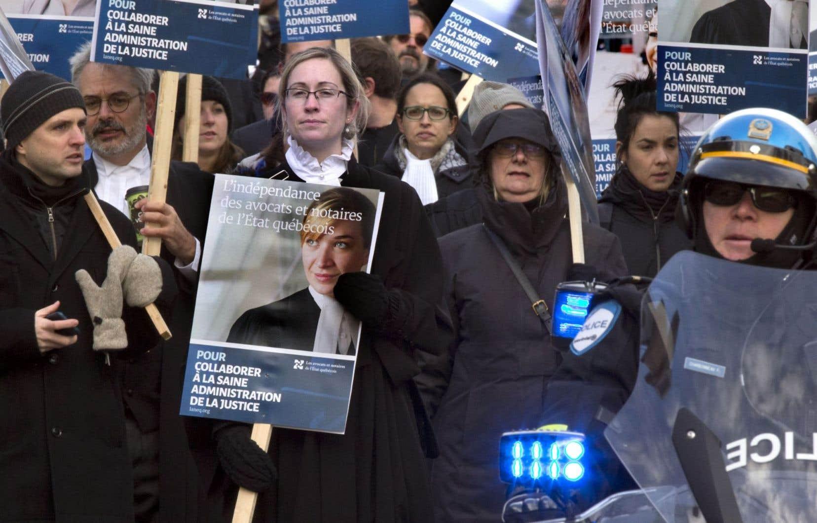 Les quelque 1100 juristes de l'État sont en grève depuis le 24 octobre dernier.
