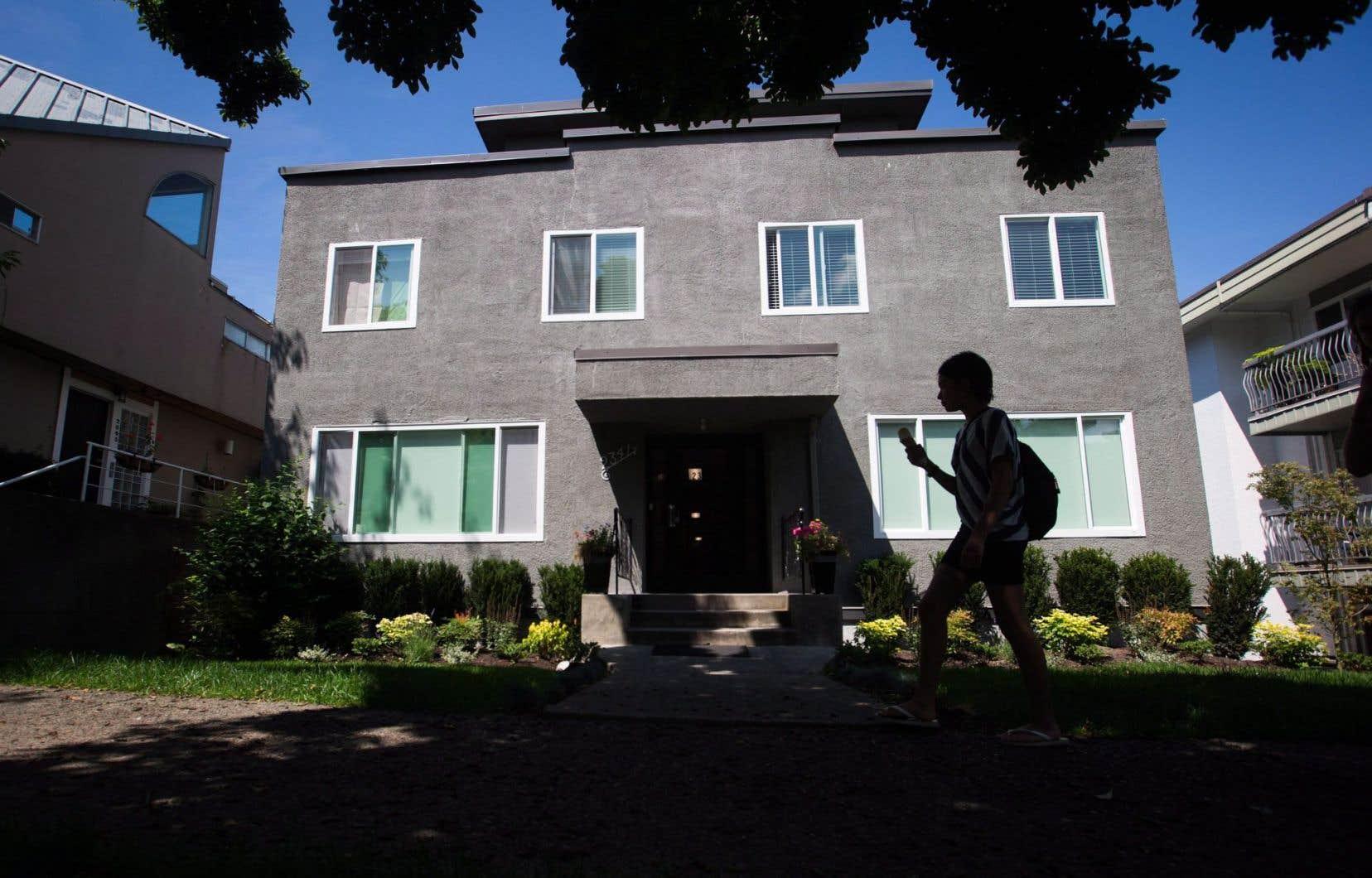 Dans cet immeuble d'appartements à Vancouver, plus de la moitié des logements seraient en location sur Airbnb.