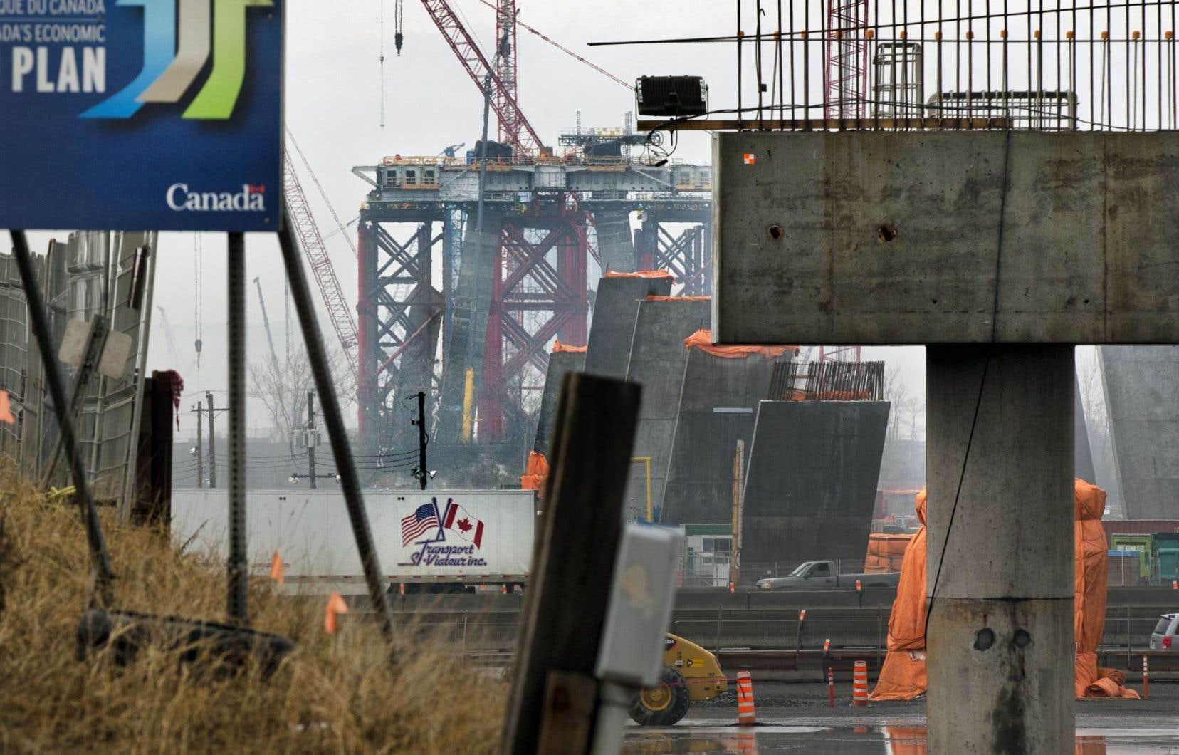 Les responsables du chantier du nouveau pont Champlain ont dû réviser leur façon de livrer 960 pièces massives qui formeront la structure de 3,4 kilomètres.