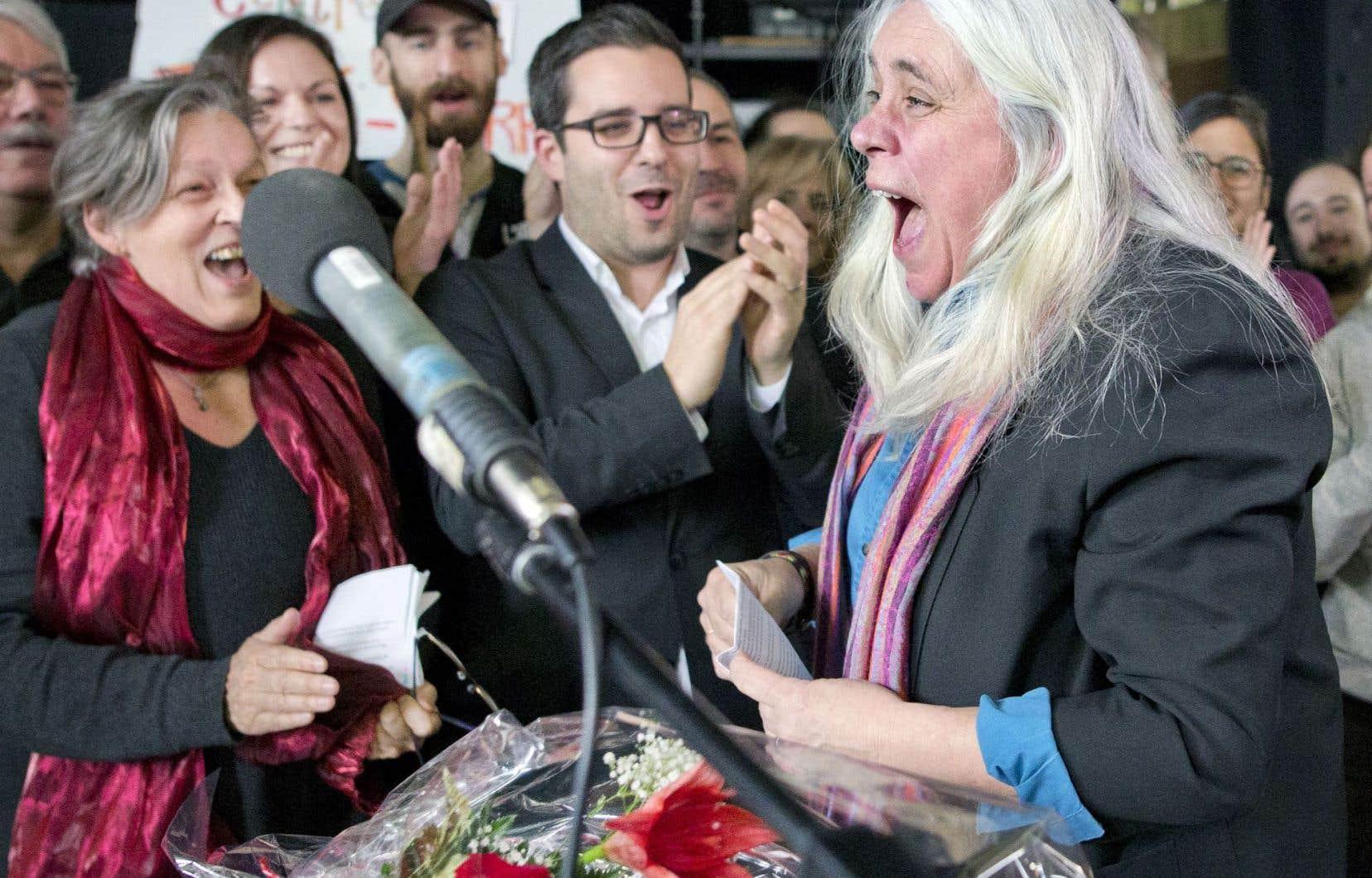 Manon Massé a manifesté sa joie de voir la Commission de la représentation électorale changer son fusil d'épaule et maintenir intacte la circonscription qu'elle représente.